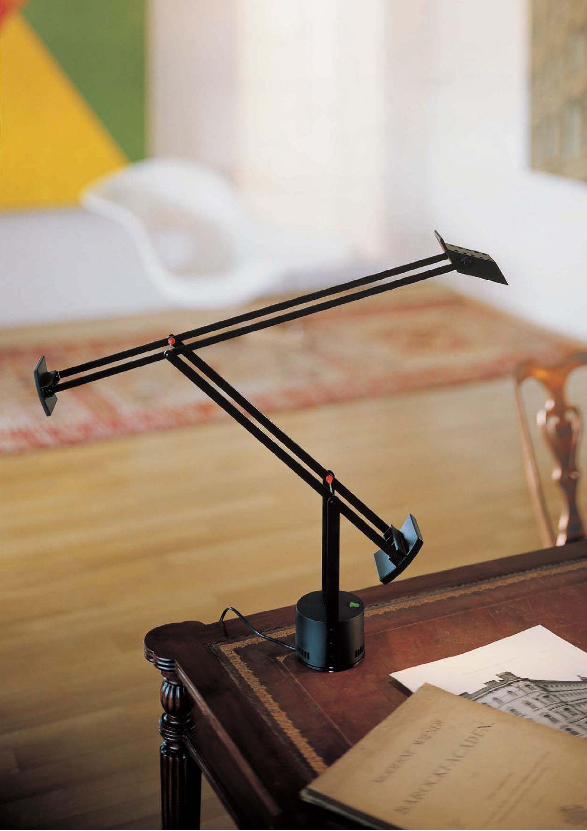 lampe de table tizio led noir artemide. Black Bedroom Furniture Sets. Home Design Ideas