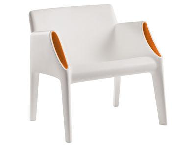 Foto Poltrona Magic Hole - interni/esterni di Kartell - Bianco,Arancione - Materiale plastico