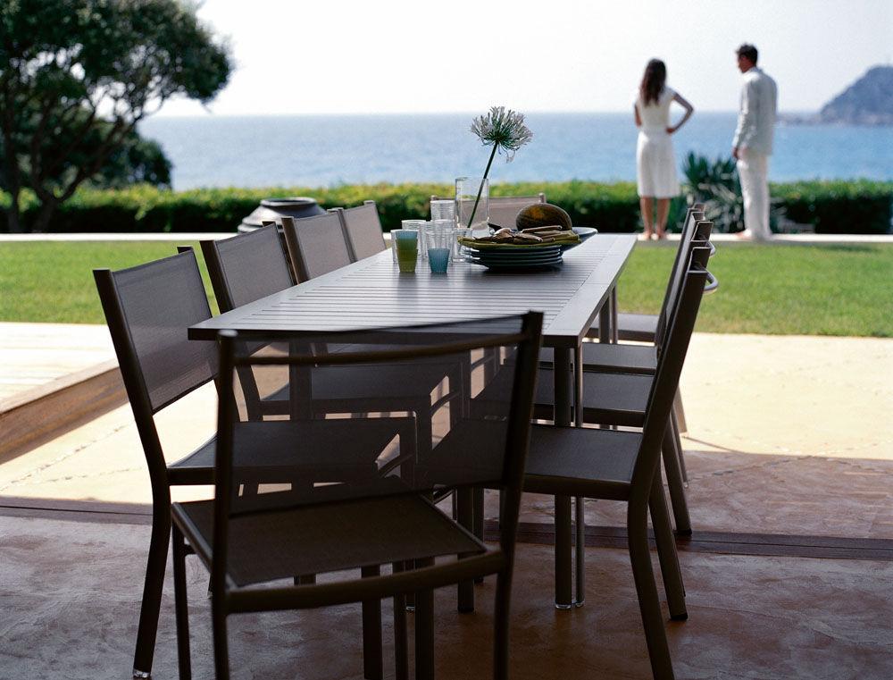 costa extending table l 160 240 cm plum by fermob. Black Bedroom Furniture Sets. Home Design Ideas
