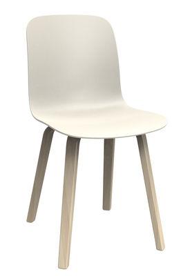 Chaise substance plastique pieds bois blanc pieds for Chaise plastique bois