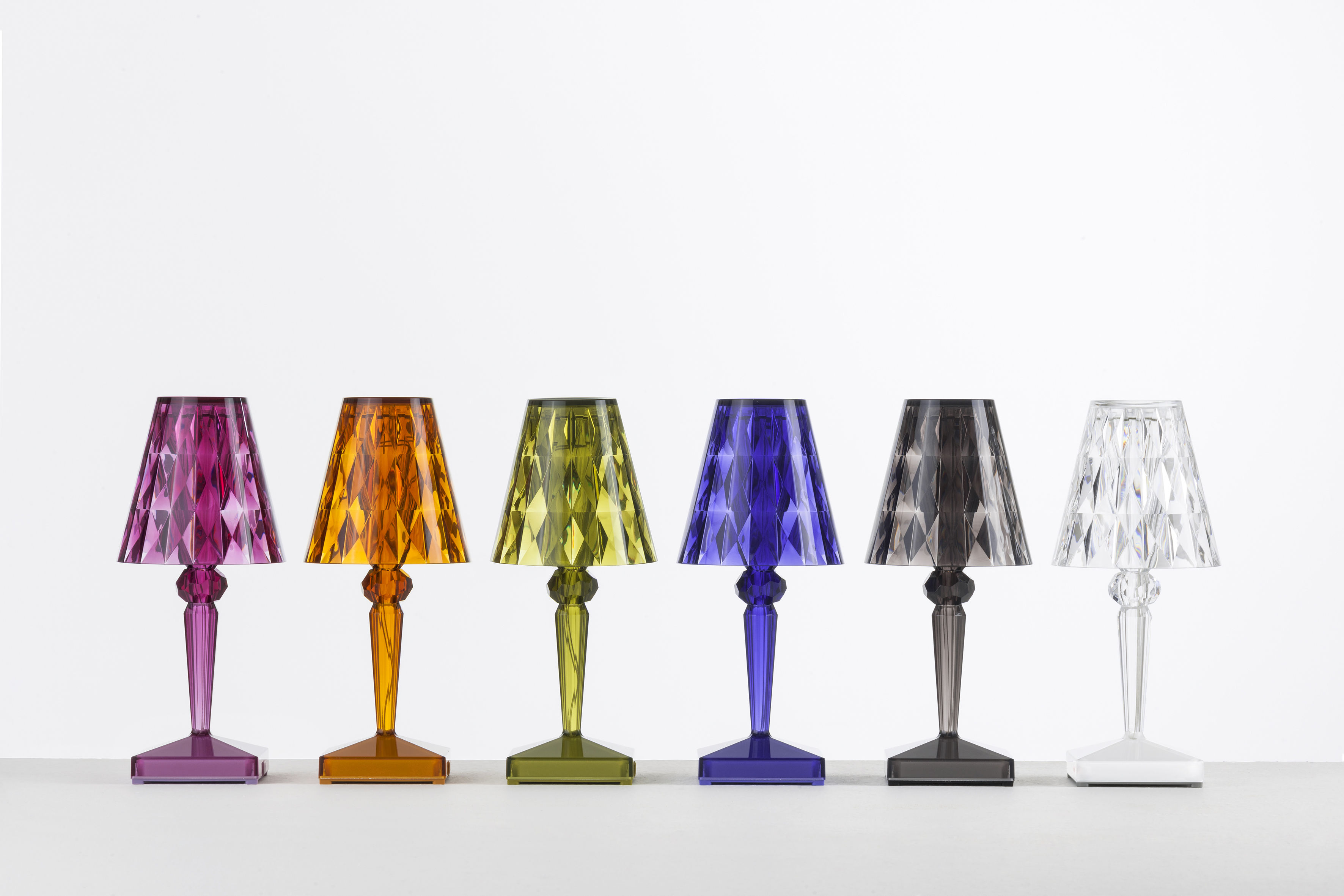 Battery led table lamp wireless usb smoked by kartell for Table design led