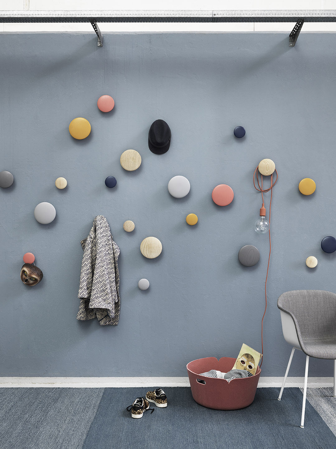 the dots hook small 9 cm night blue by muuto. Black Bedroom Furniture Sets. Home Design Ideas