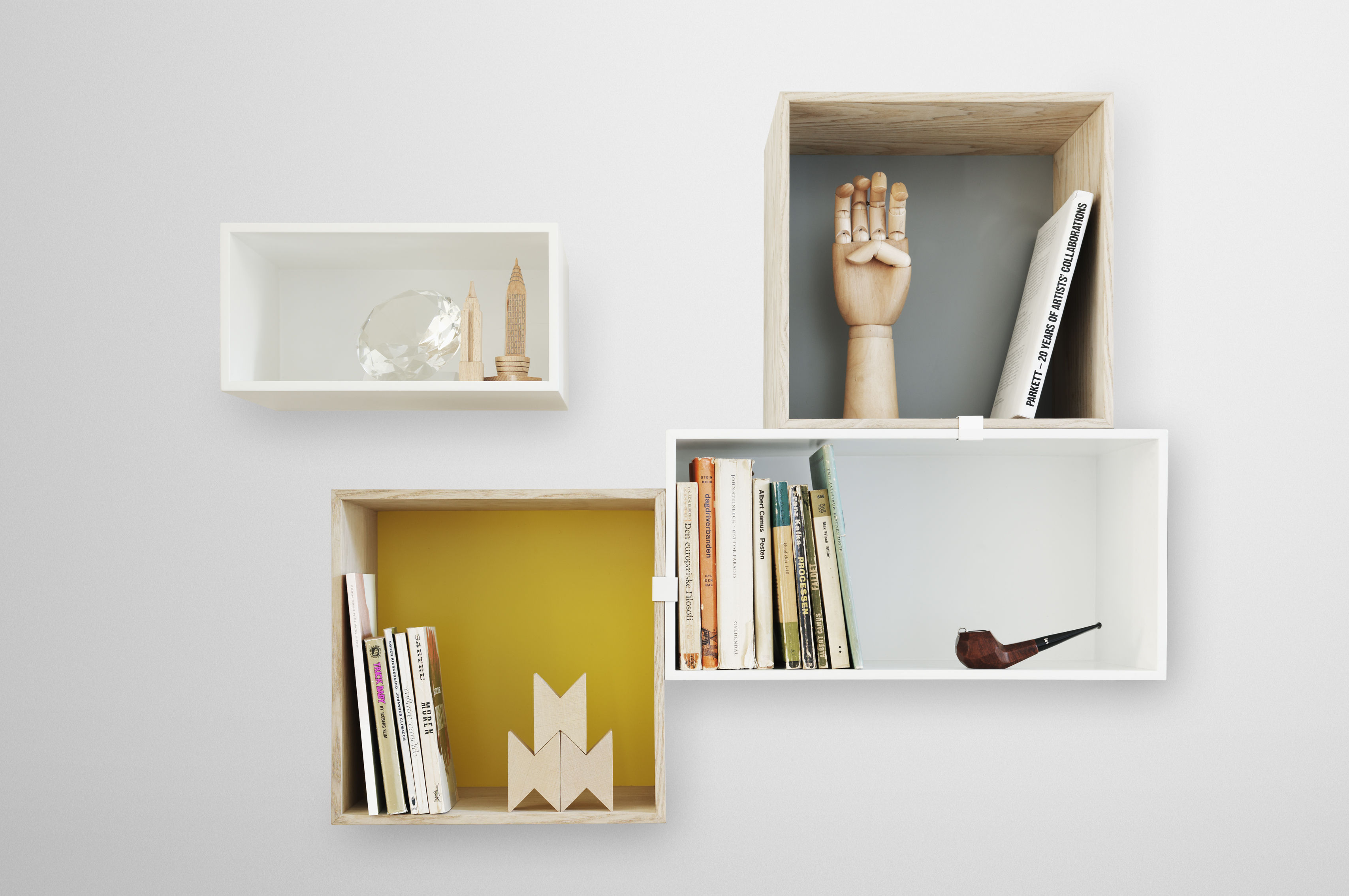 mini stacked gr e m mit r ckwand muuto regal. Black Bedroom Furniture Sets. Home Design Ideas