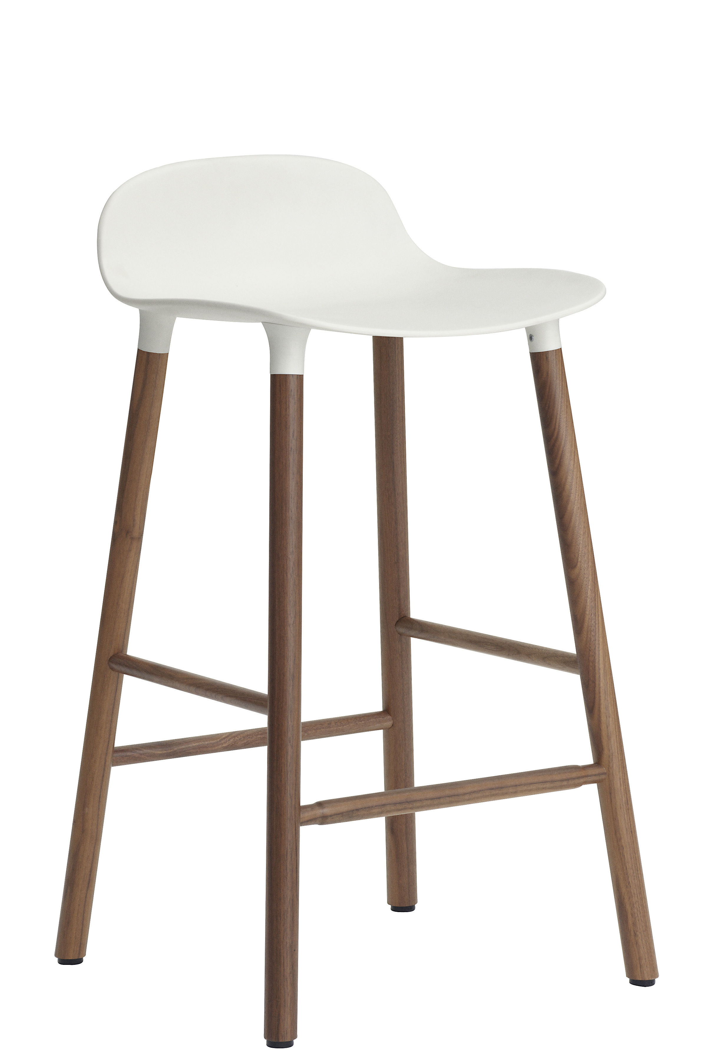 Tabouret de bar form h 65 cm pied noyer blanc noyer normann copenhagen - Made design mobilier ...