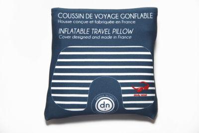 coussin de voyage european couture gonflable avec pochette de rangement bleu dandy nomad. Black Bedroom Furniture Sets. Home Design Ideas