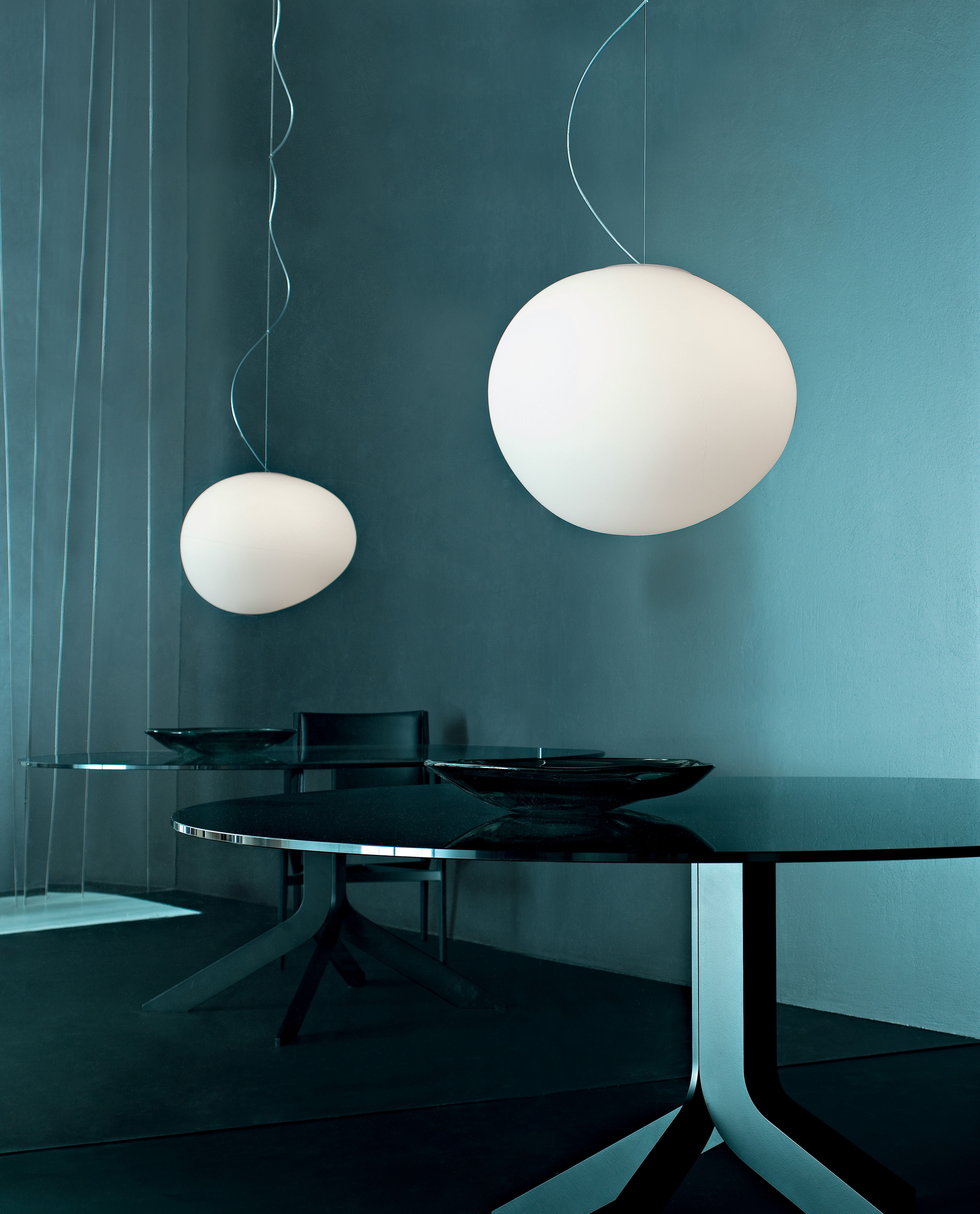 gregg grande pendant large white by foscarini. Black Bedroom Furniture Sets. Home Design Ideas