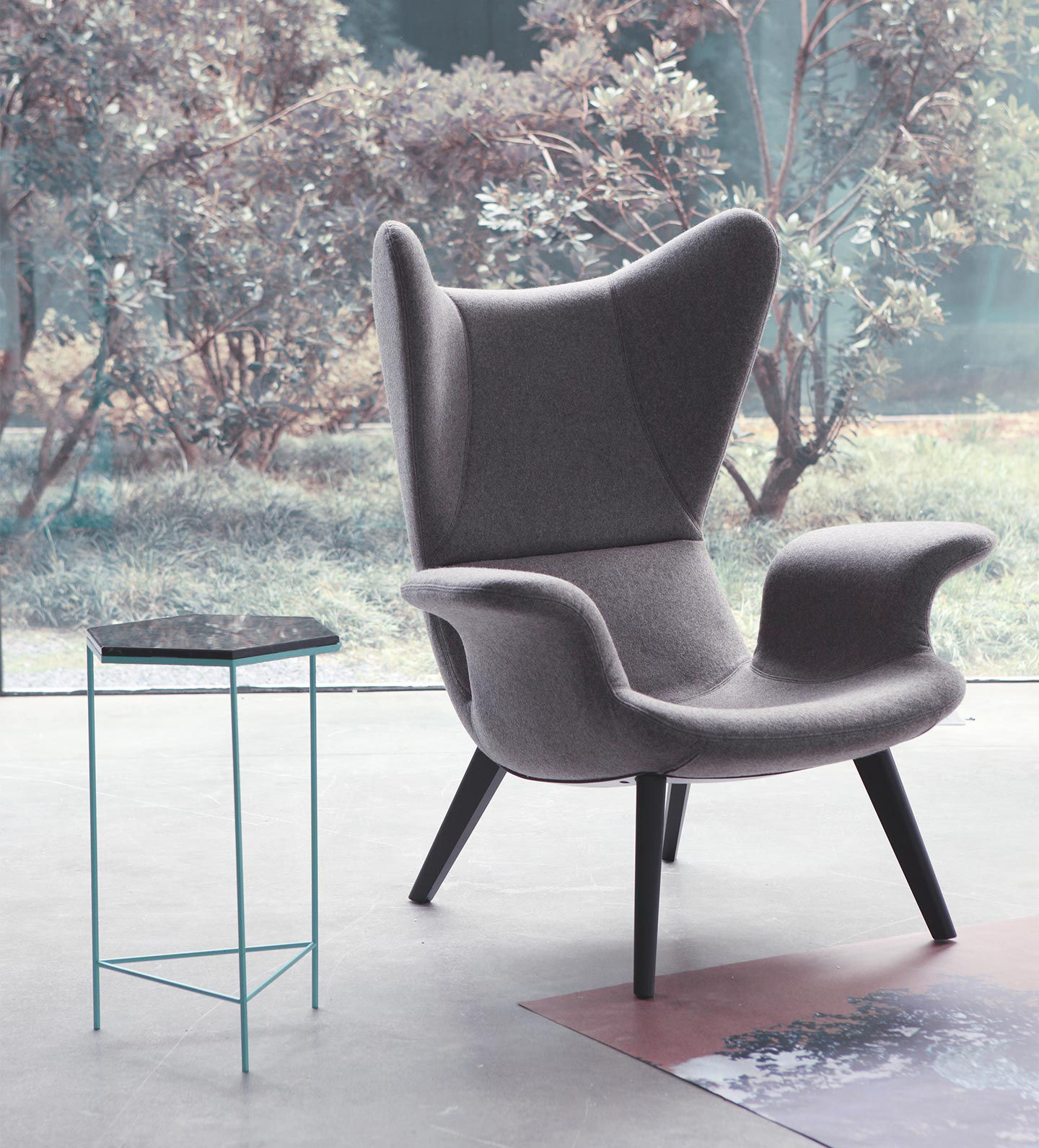 Fauteuil rembourr longwave gris clair pied noirs diesel with moroso - Fauteuil made in design ...