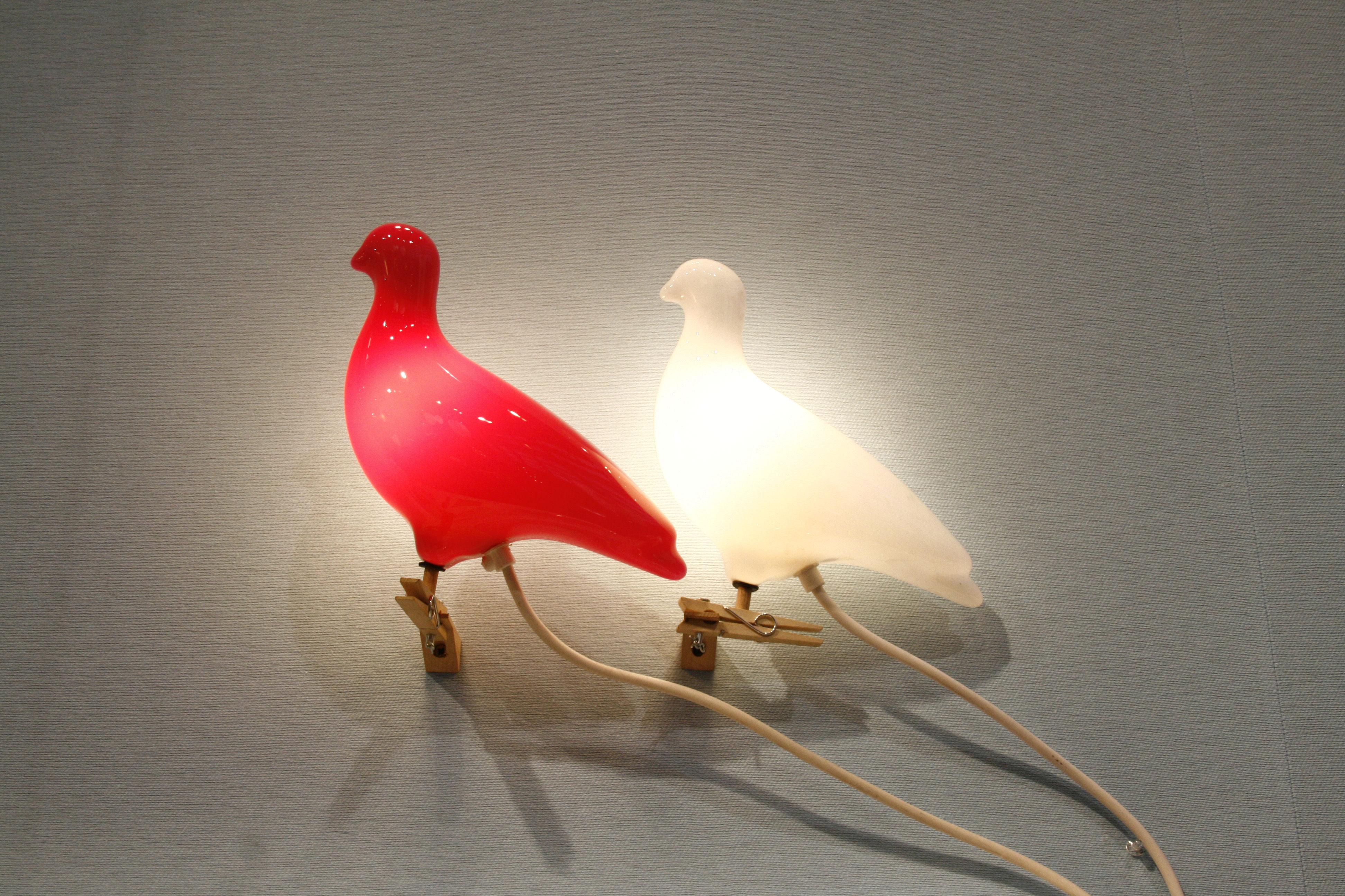 lampe pigeon clipser ou fixer au mur orange c ble blanc thorsten van elten pop corn. Black Bedroom Furniture Sets. Home Design Ideas