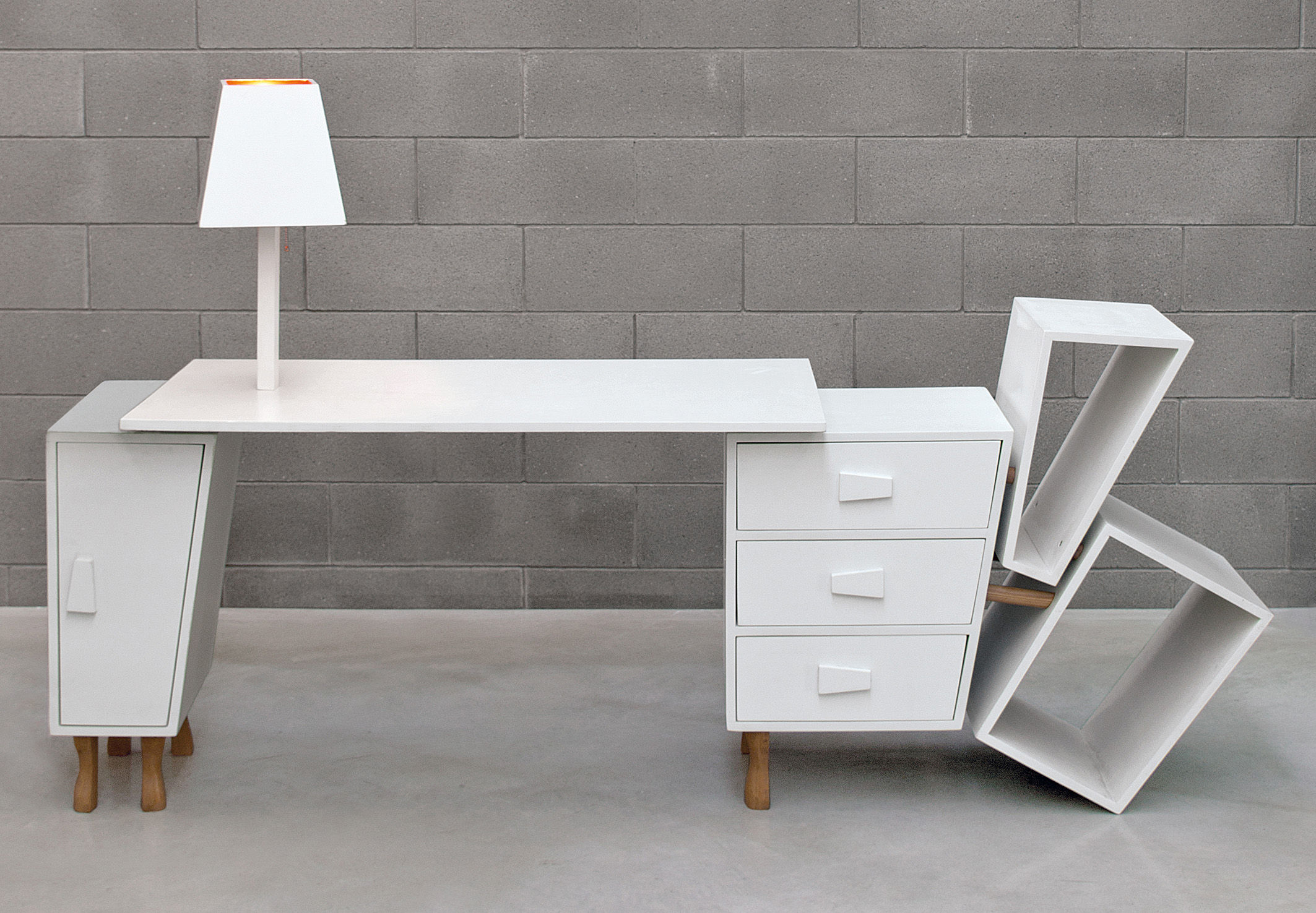 bureau kenn plateau extensible rangements et lampe int gr s blanc bois seletti. Black Bedroom Furniture Sets. Home Design Ideas