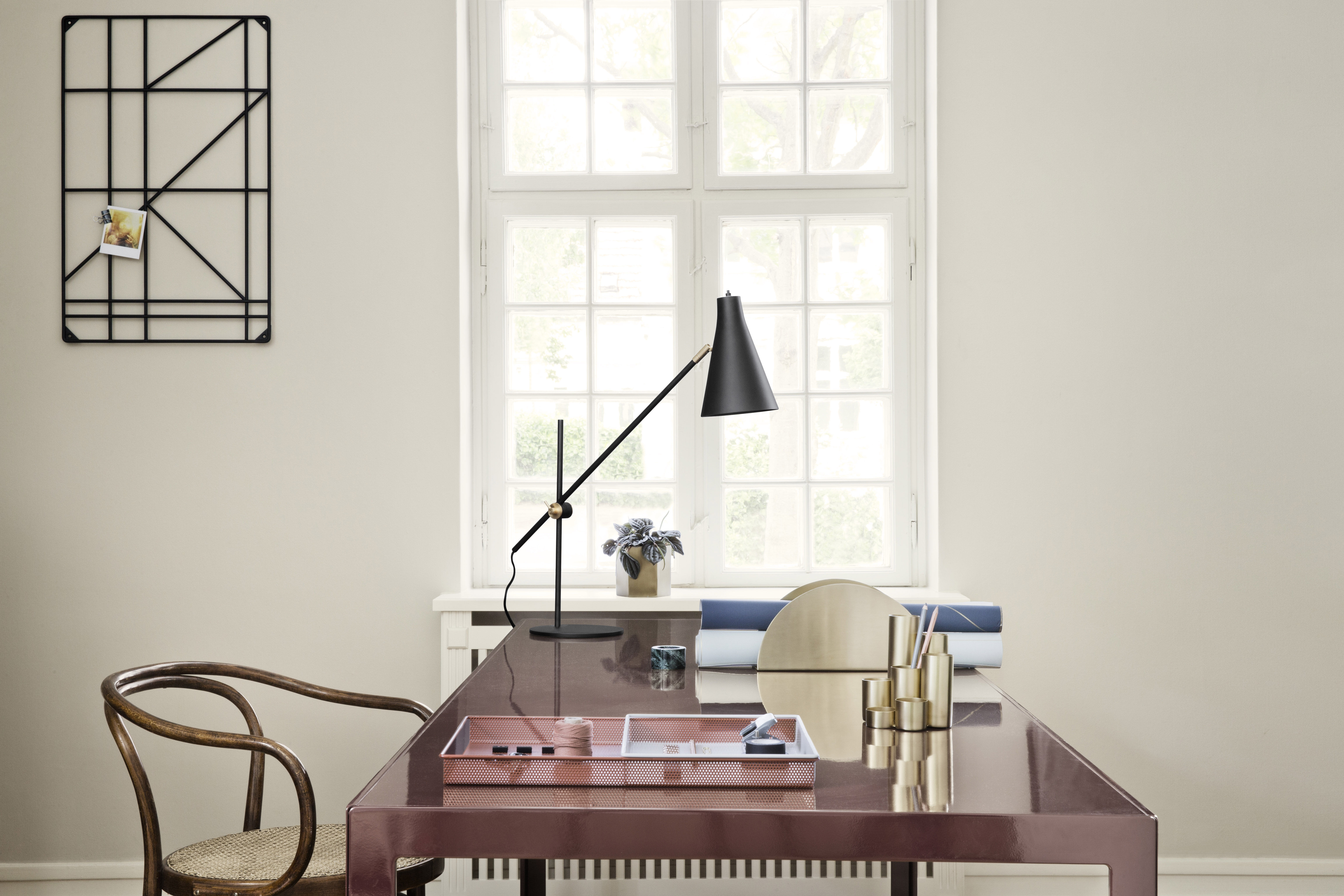 rangement square rack a suspendre ou accrocher au mur noir ferm living. Black Bedroom Furniture Sets. Home Design Ideas