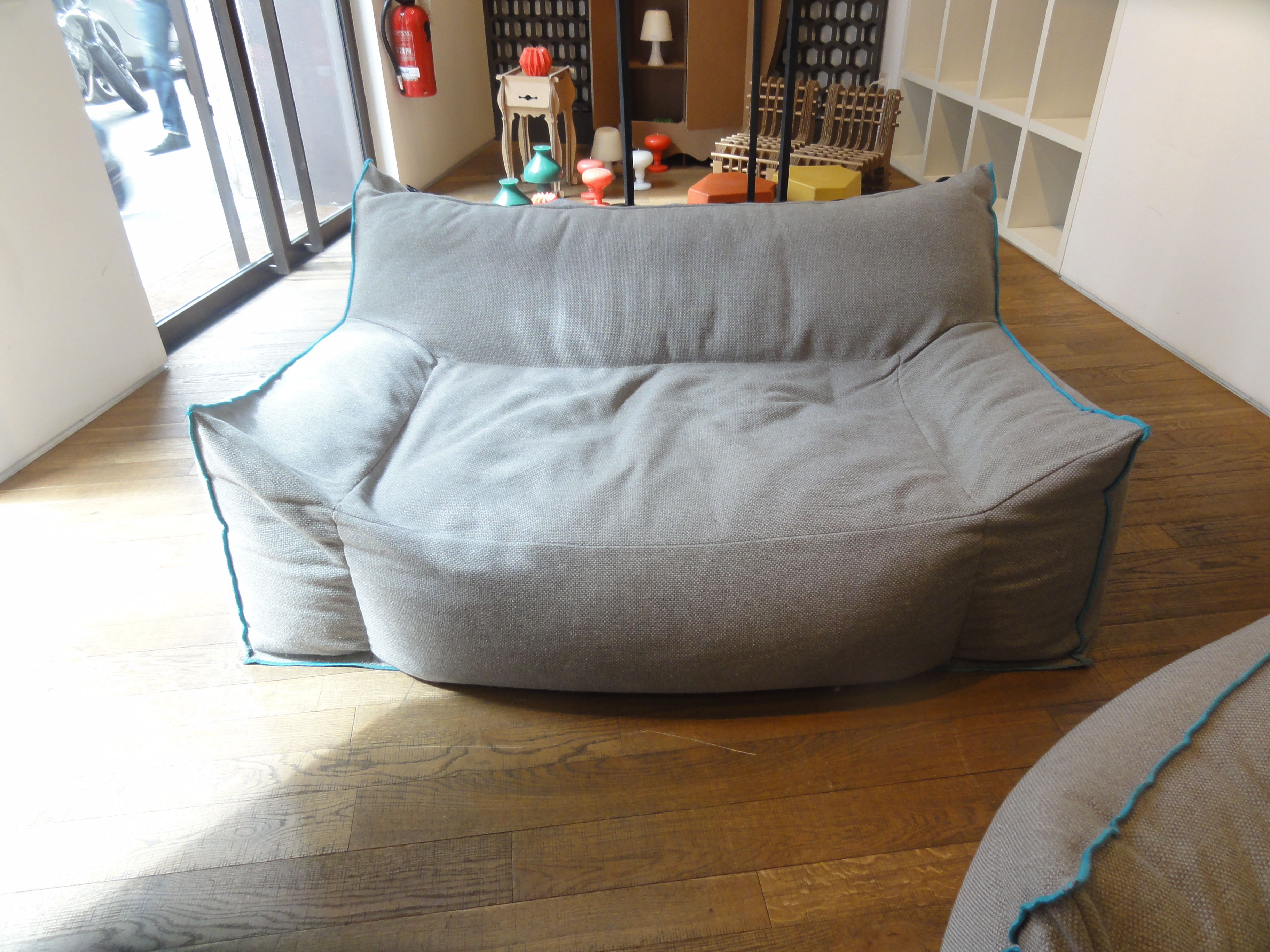 canap droit frollo tissu pour l 39 int rieur 2 places l 160 cm gris liser bleu skitsch. Black Bedroom Furniture Sets. Home Design Ideas