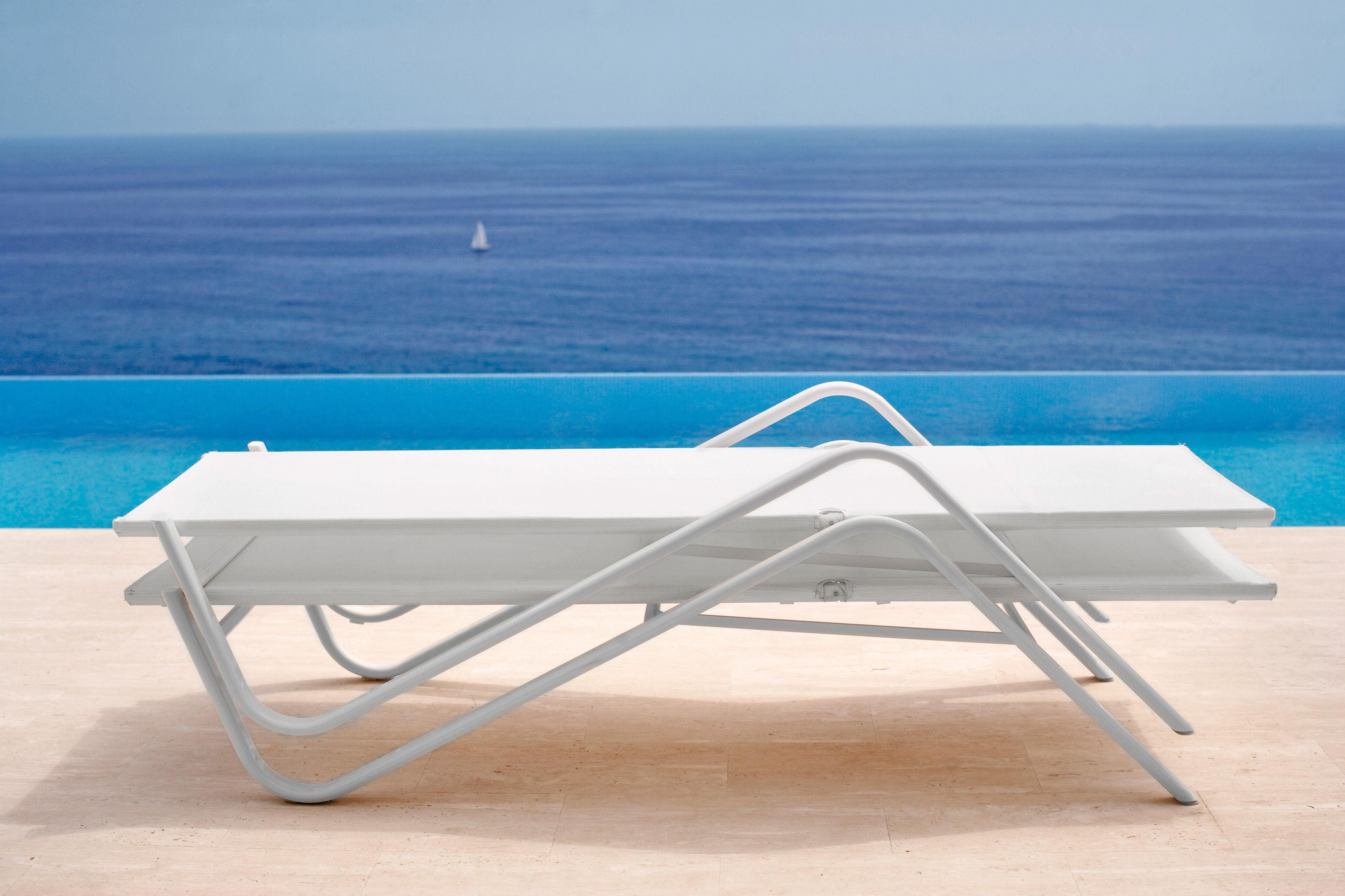 bain de soleil holly avec pare soleil amovible toile blanche structure blanche emu. Black Bedroom Furniture Sets. Home Design Ideas
