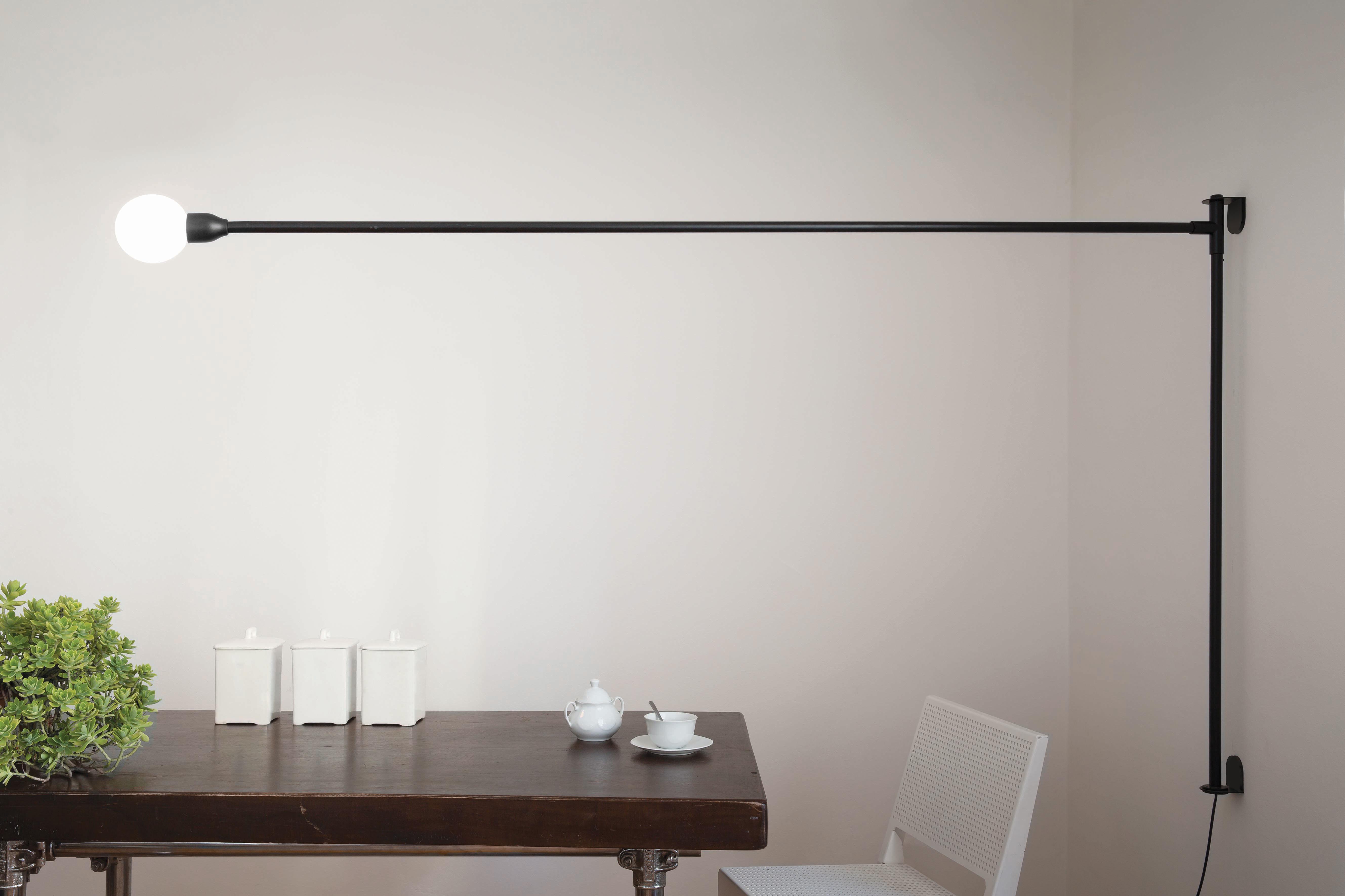 applique potence pivotante by charlotte perriand r dition 1938 l 200 cm noir nemo. Black Bedroom Furniture Sets. Home Design Ideas