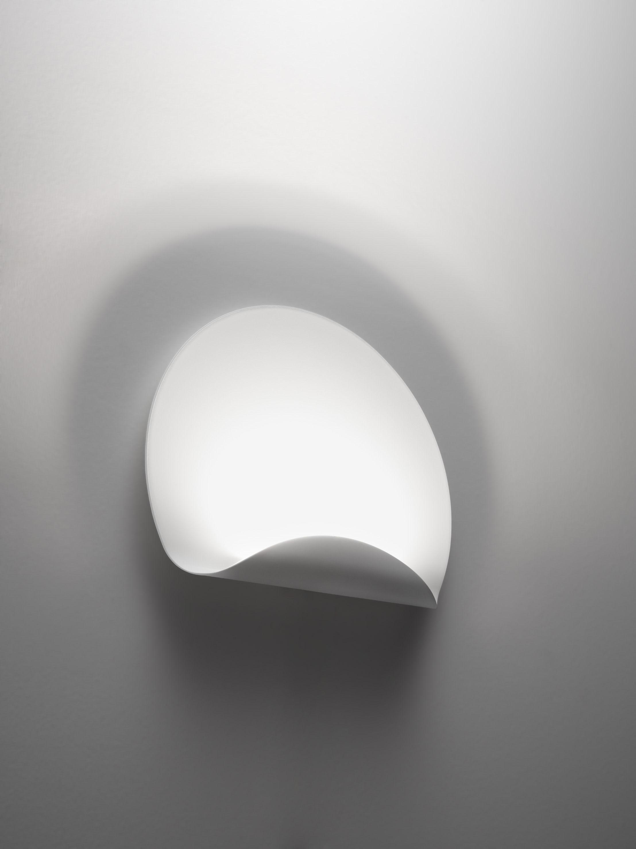 applique dinarco l 40 cm blanc artemide. Black Bedroom Furniture Sets. Home Design Ideas