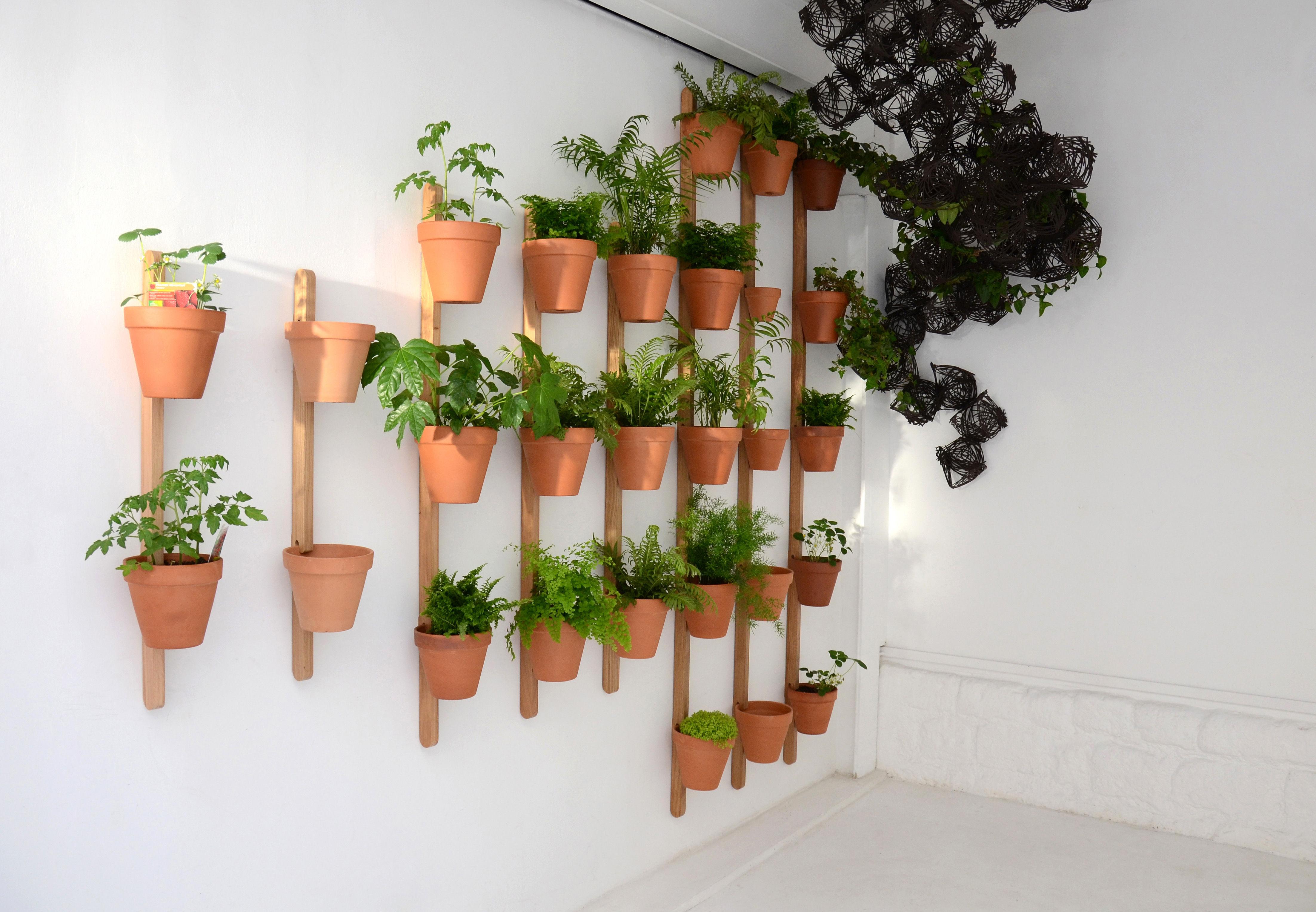 Support mural xpot pour 5 pots ou tag res de fleurs h - Support pour plantes exterieur ...