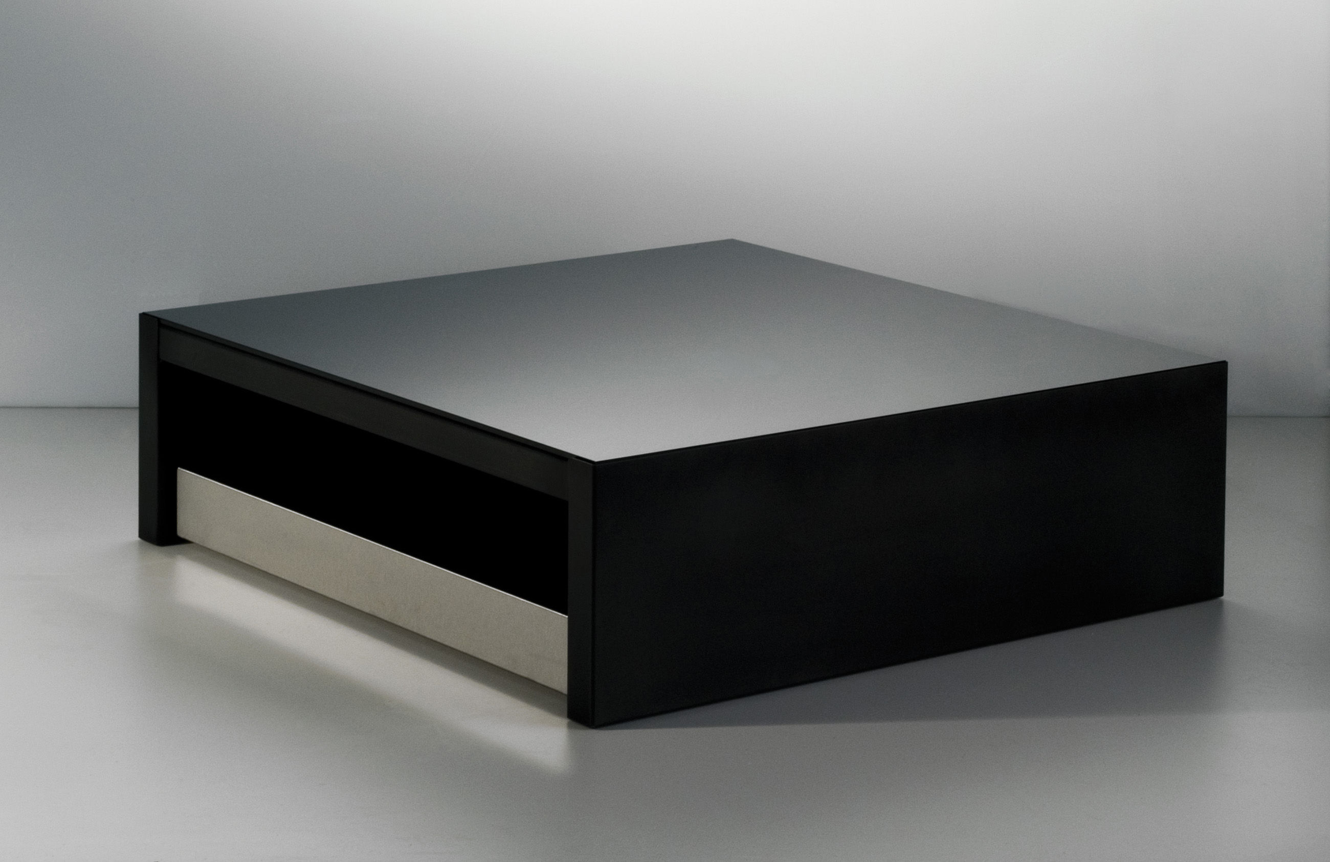table basse max moritz verre noir acier phosphat et verre noir inox 100x100 cm zeus. Black Bedroom Furniture Sets. Home Design Ideas