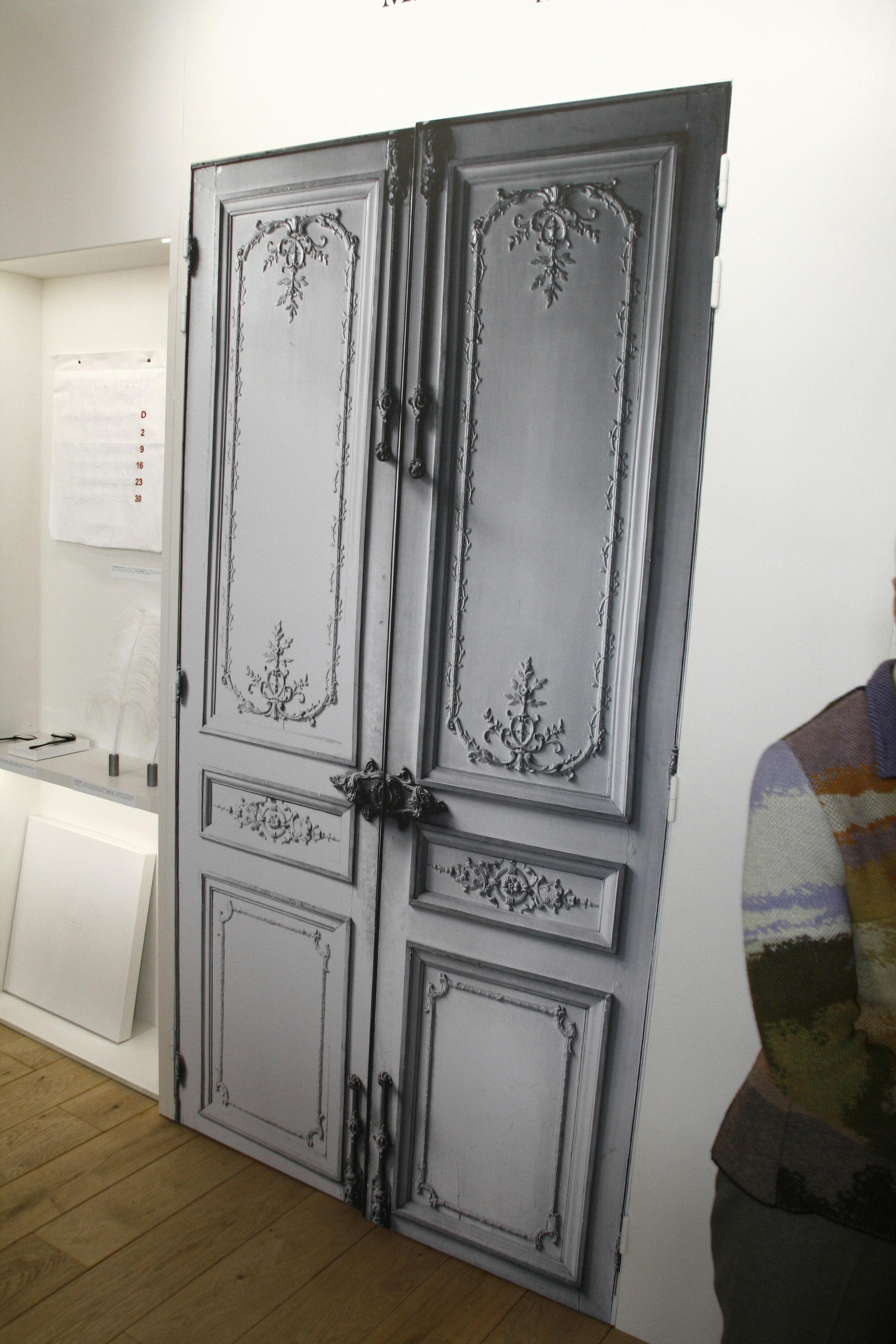 Porte haussmannienne sticker by maison martin margiela for Porte haussmannienne