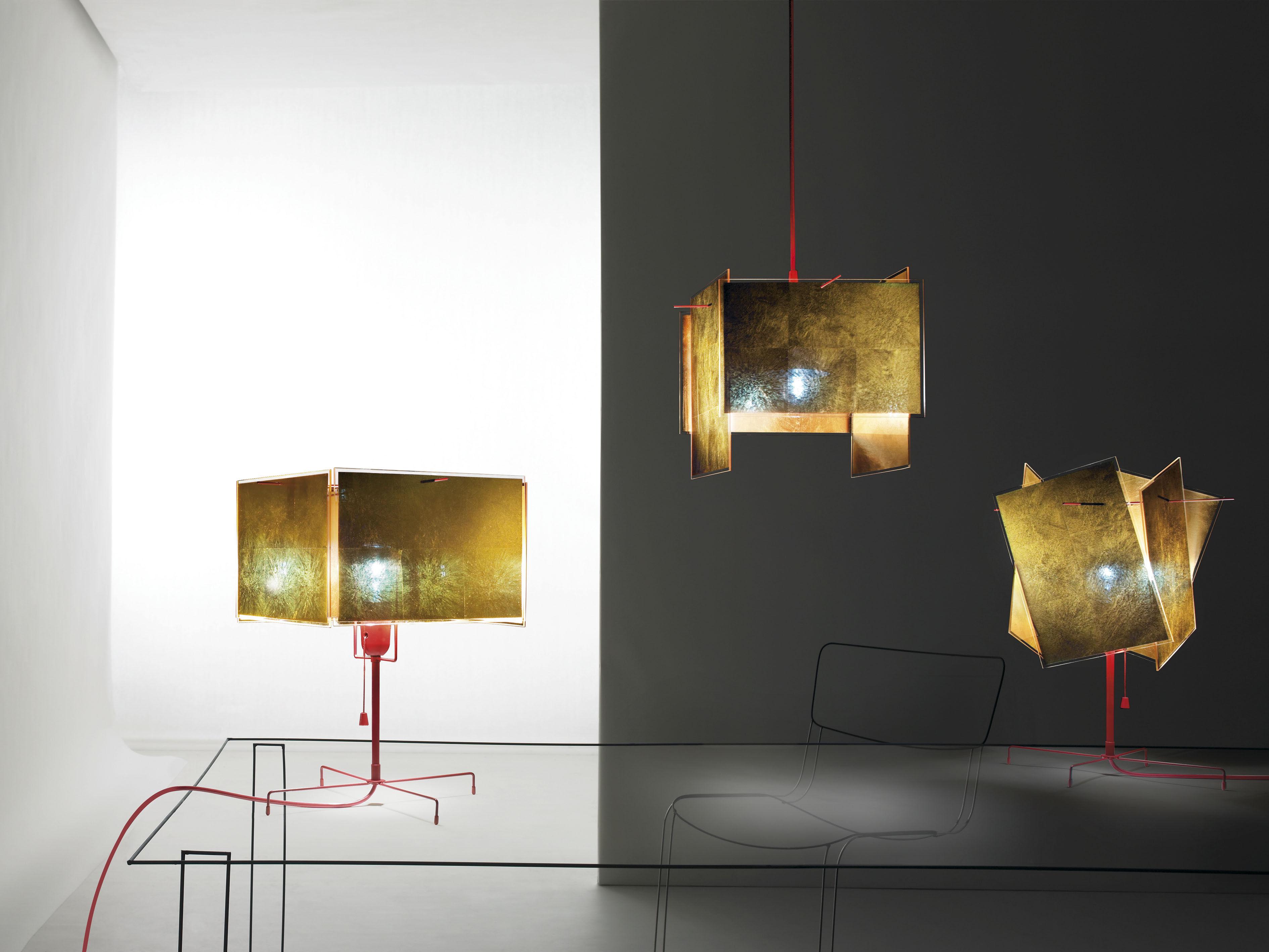 24 karat blau t table lamp gold red by ingo maurer. Black Bedroom Furniture Sets. Home Design Ideas