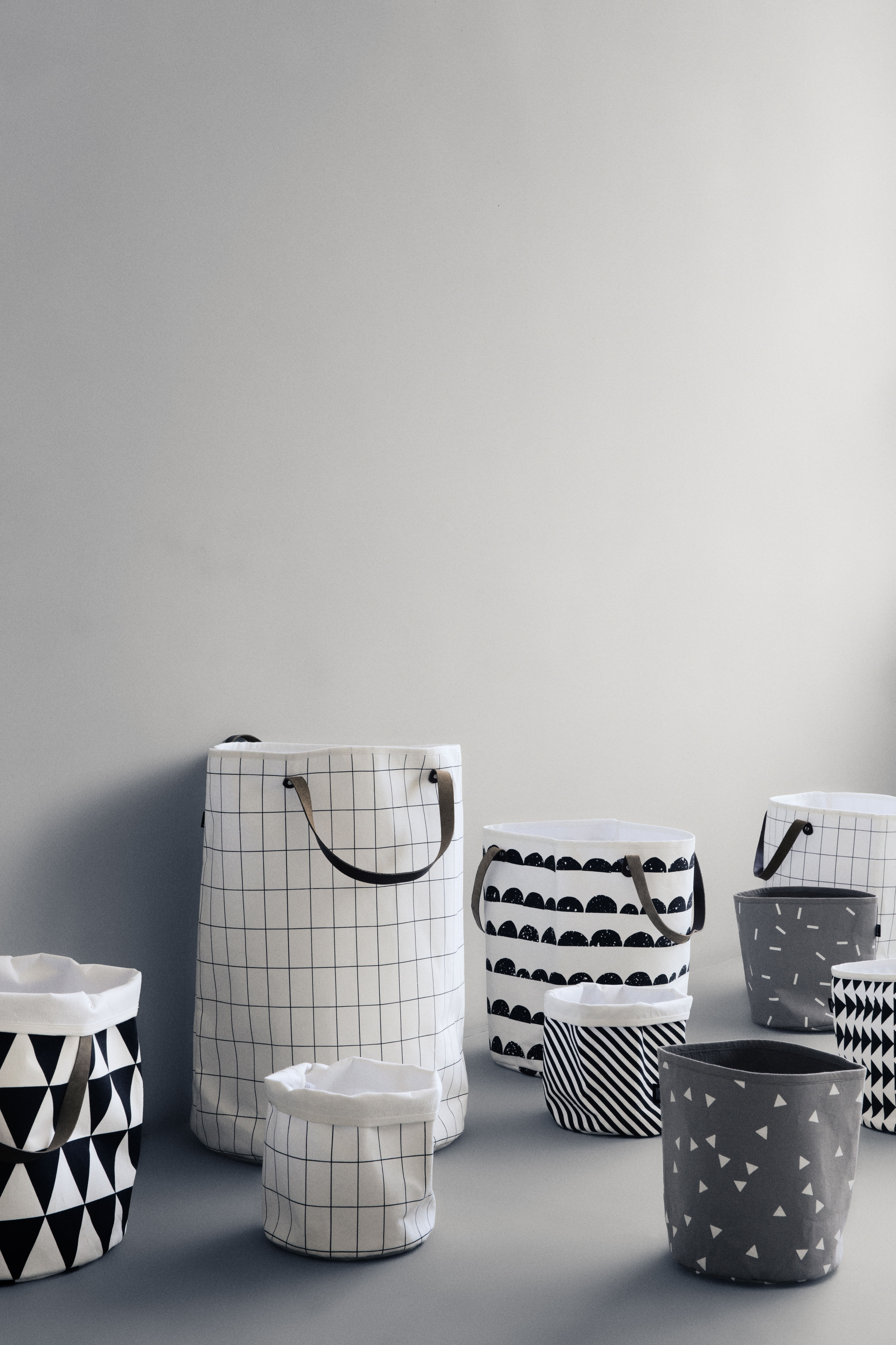 arrow basket small 22 x h 25 cm arrow black white by ferm living. Black Bedroom Furniture Sets. Home Design Ideas