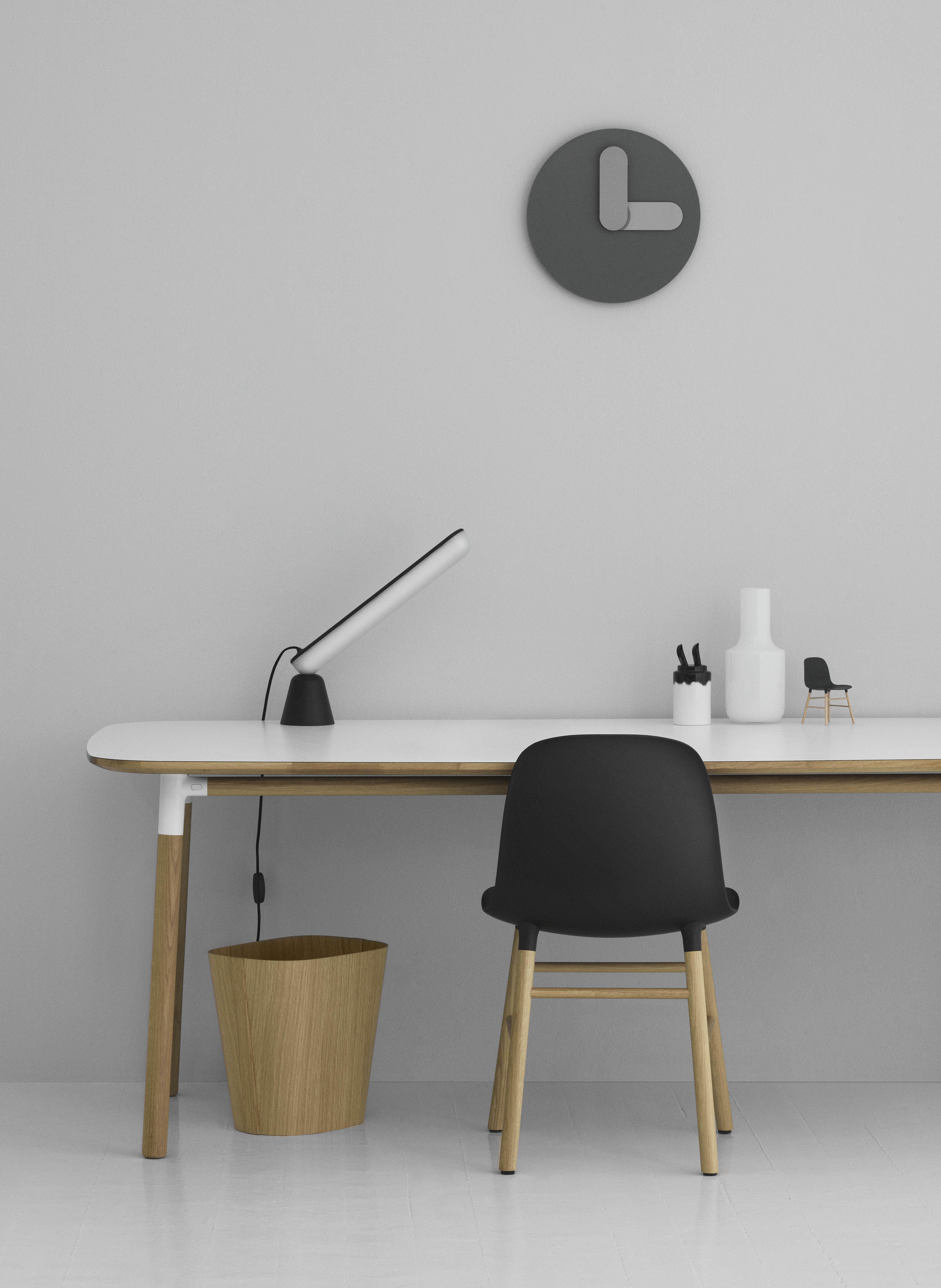lampe de table acrobat led base aimant e noir. Black Bedroom Furniture Sets. Home Design Ideas