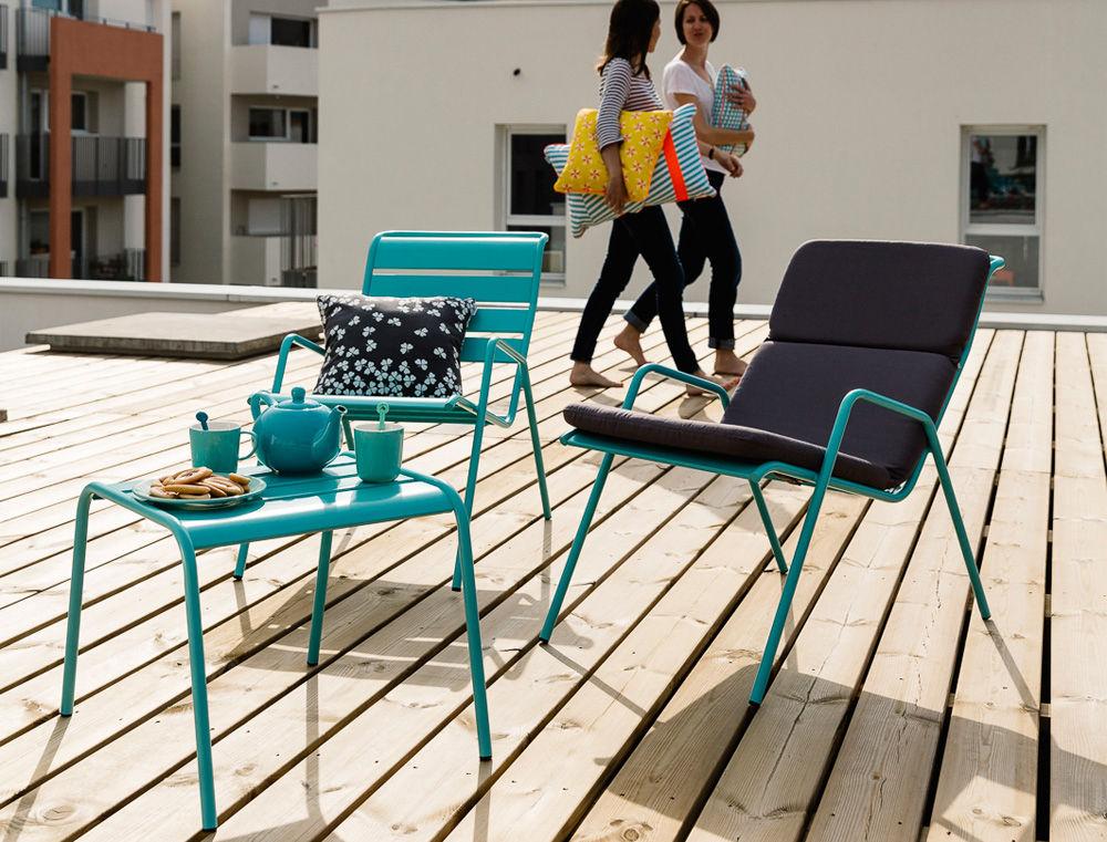 fauteuil bas monceau empilable piment fermob. Black Bedroom Furniture Sets. Home Design Ideas