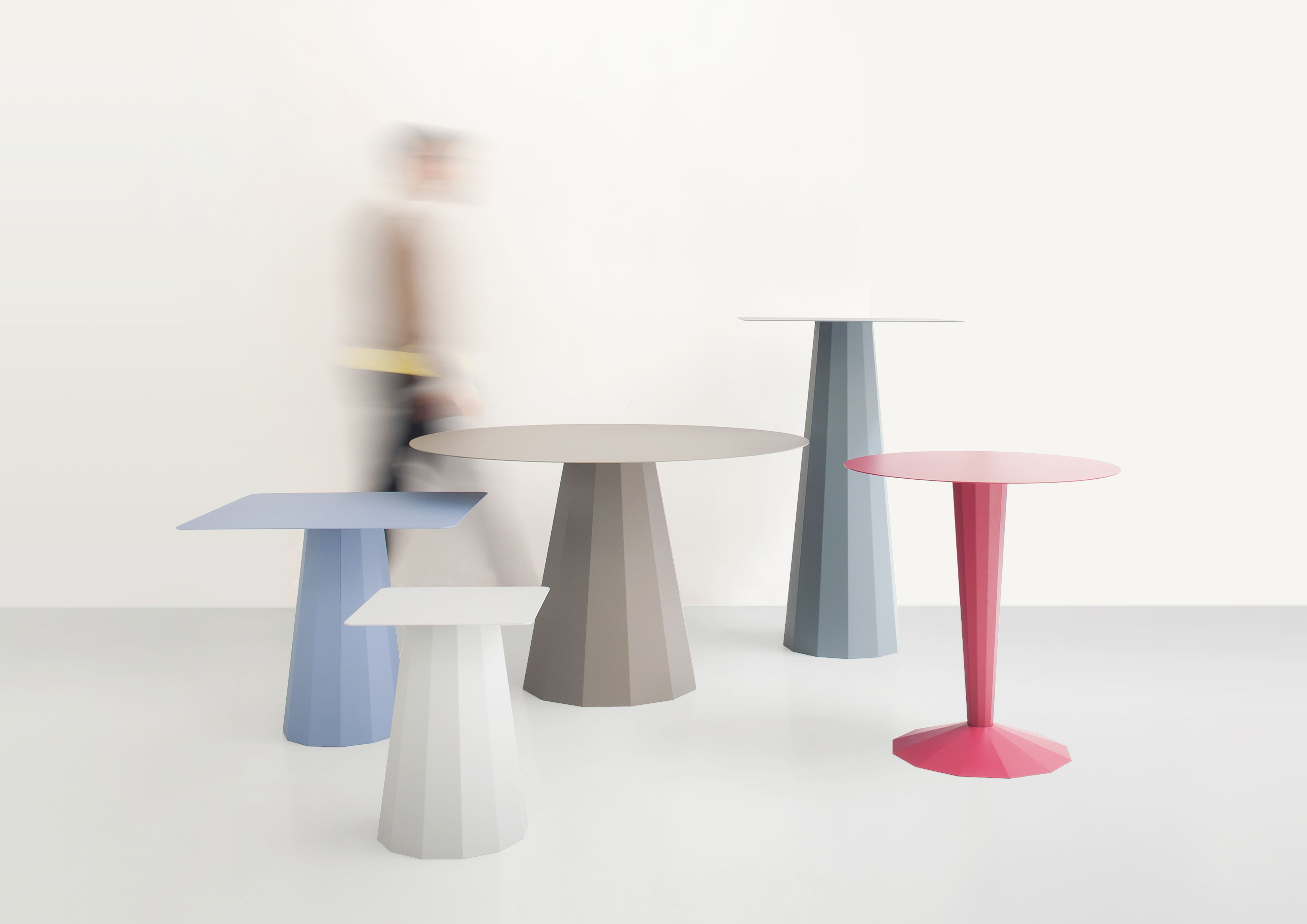 Table ankara s 70x70 cm gris alu mati re grise for Table 70x70 design