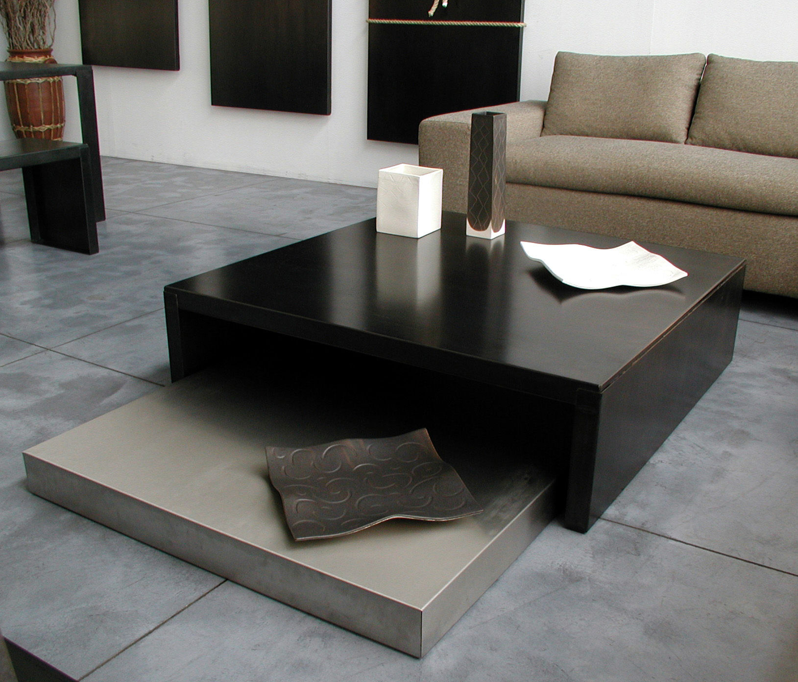 table basse max moritz acier phosphat noir acier phosphat noir et inox 100x100 cm zeus. Black Bedroom Furniture Sets. Home Design Ideas