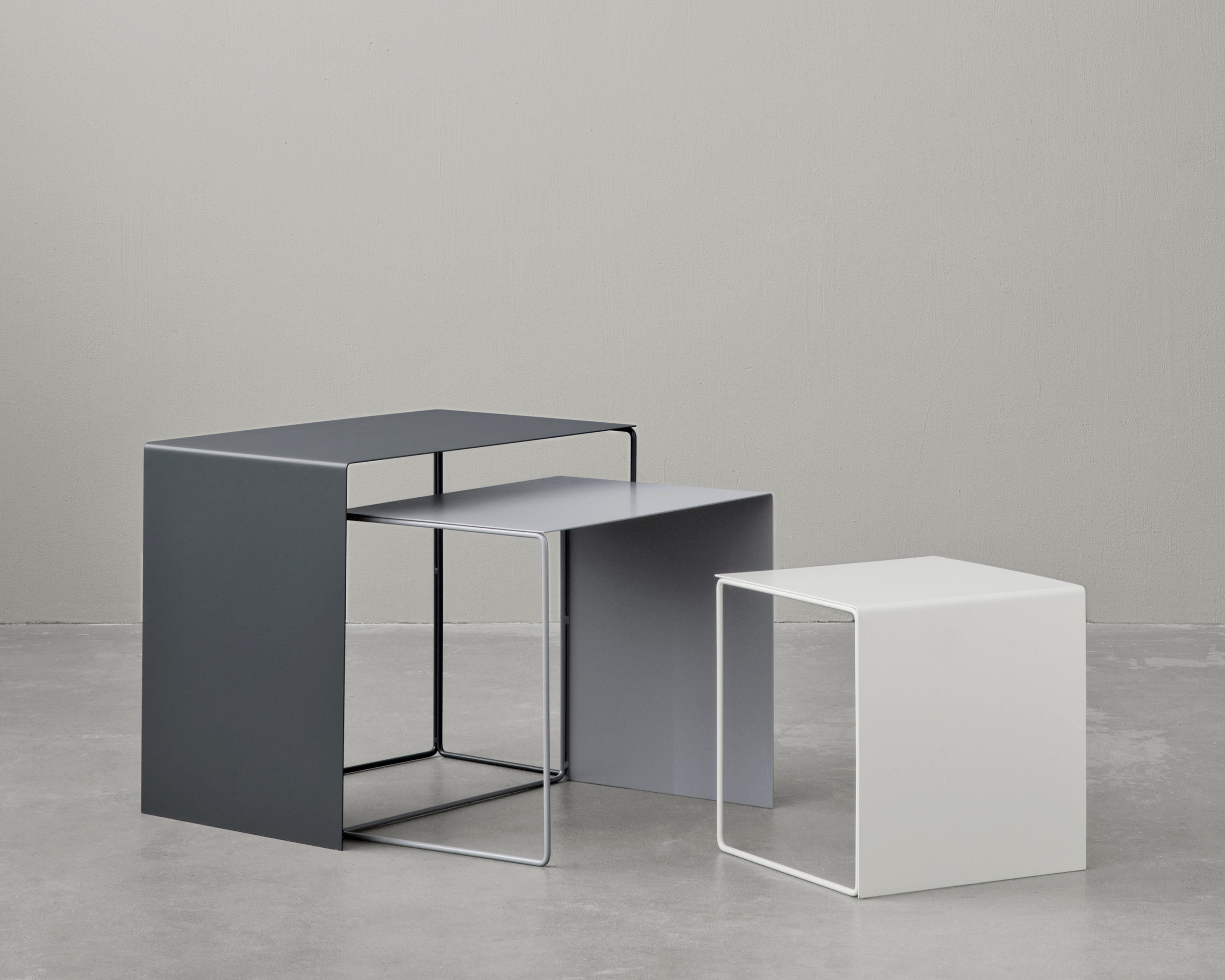 cluster nested tables set of 3 nesting tables light grey grey anthracite by ferm living. Black Bedroom Furniture Sets. Home Design Ideas