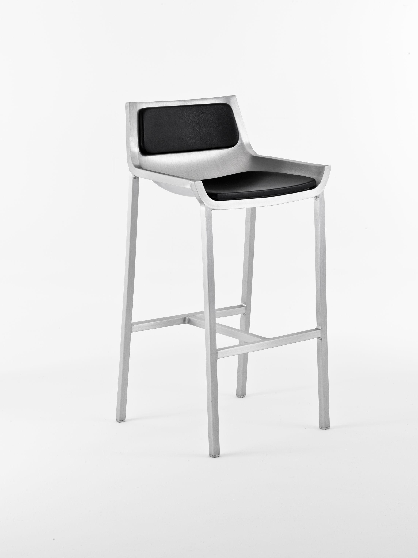 chaise de bar sezz h 76 cm aluminium aluminium bross emeco. Black Bedroom Furniture Sets. Home Design Ideas