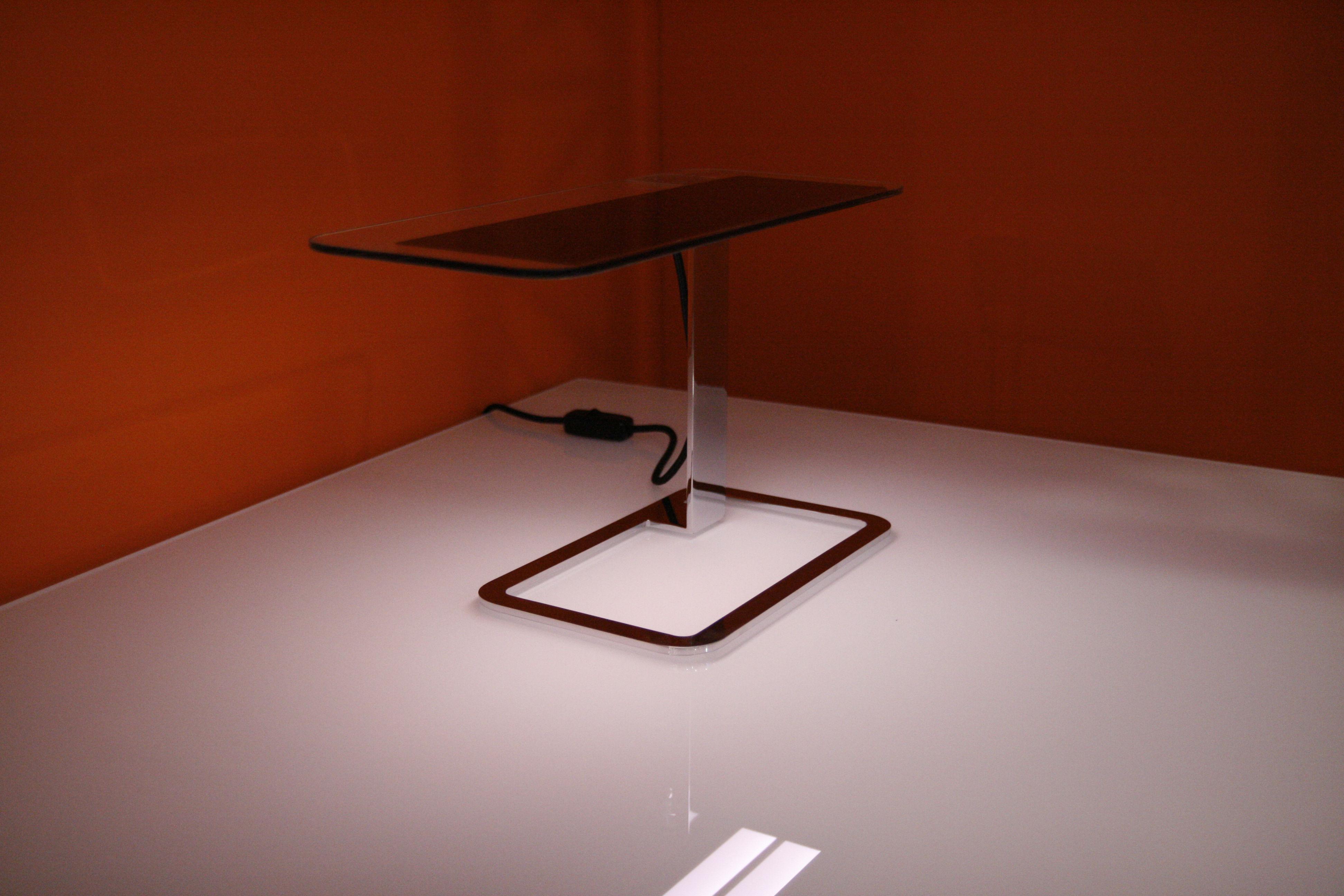 lampe de table ol tecnologia oled by blackbody crhom. Black Bedroom Furniture Sets. Home Design Ideas