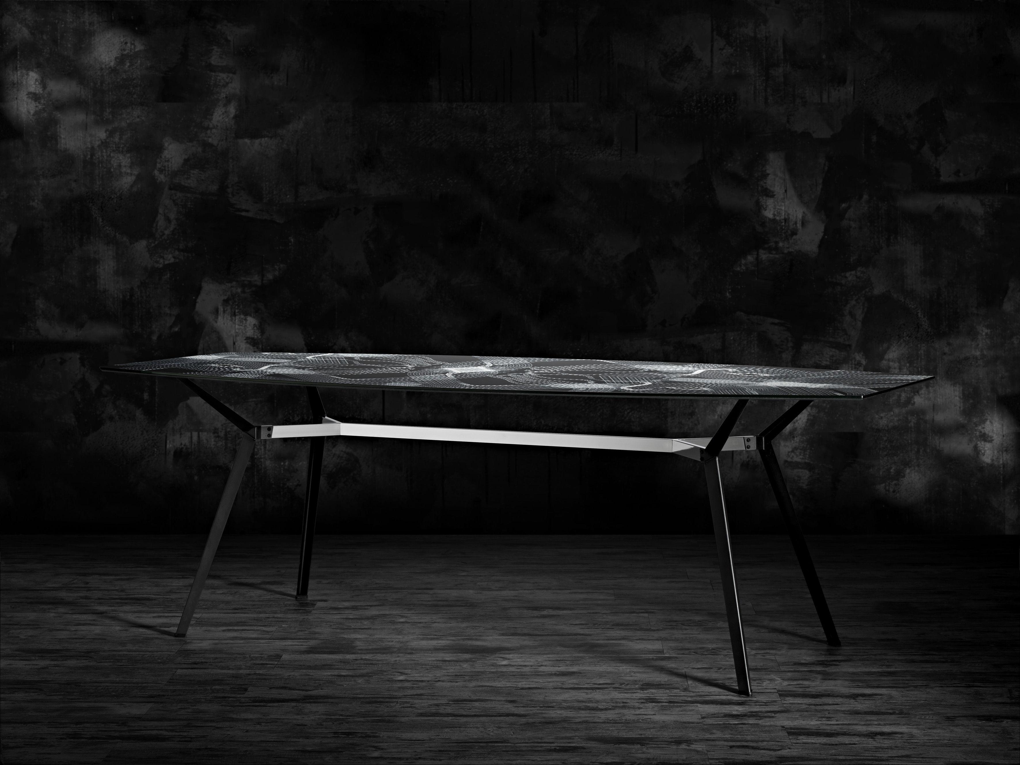 Scopri tavolo pylon ovale motivi a catene catene nera for Catene arredamento