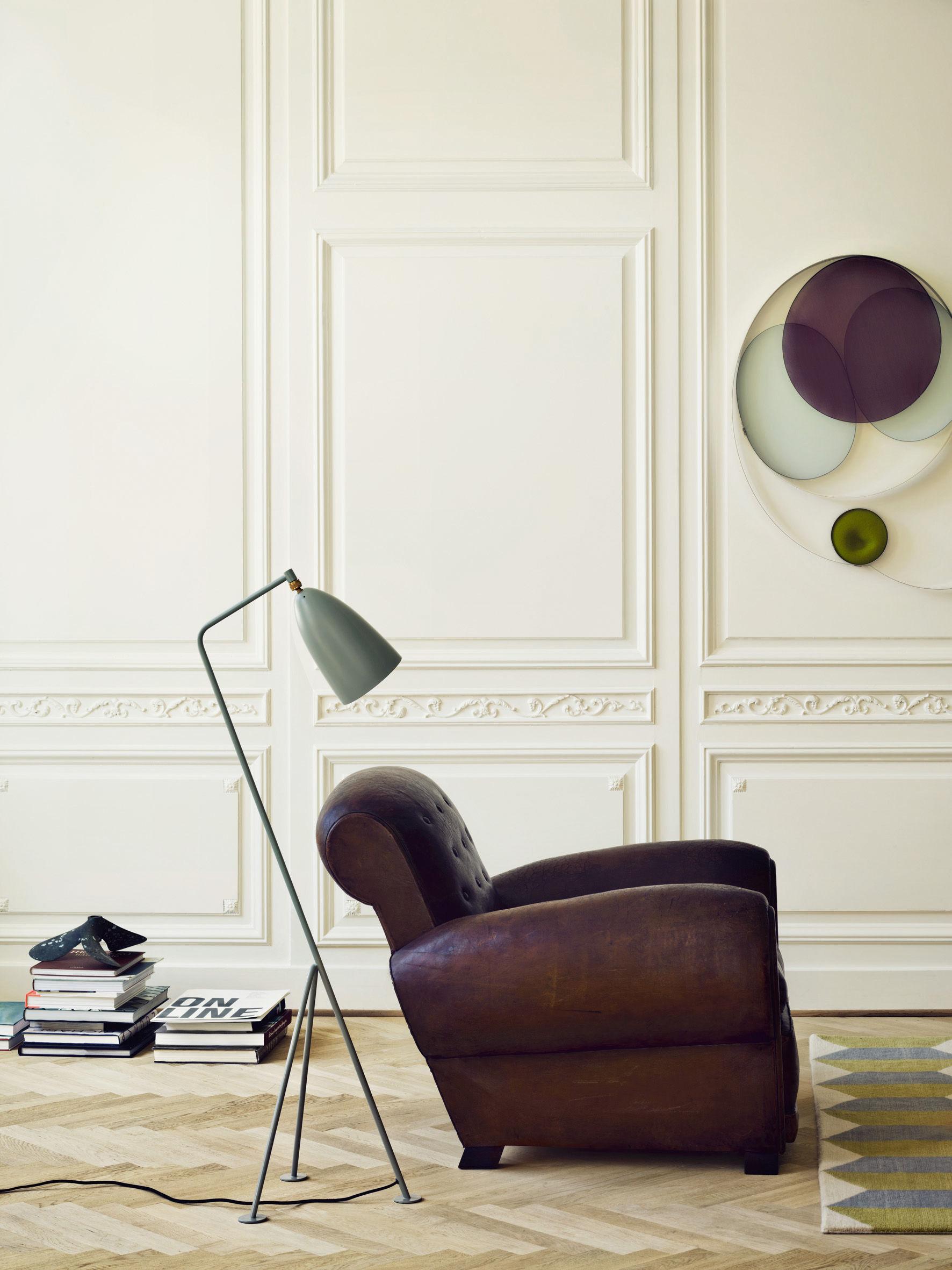 scopri lampada a stelo grasshopper riedizione 1947. Black Bedroom Furniture Sets. Home Design Ideas