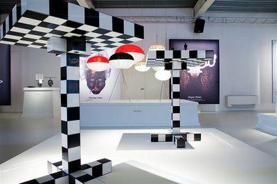 gu ridon chess table noir blanc moooi. Black Bedroom Furniture Sets. Home Design Ideas