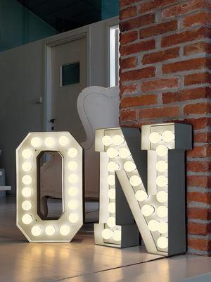 Foto Lampada da pavimento Vegaz - /Alfabeto luminoso Lettera N - H 60 cm di Seletti - Bianco - Metallo