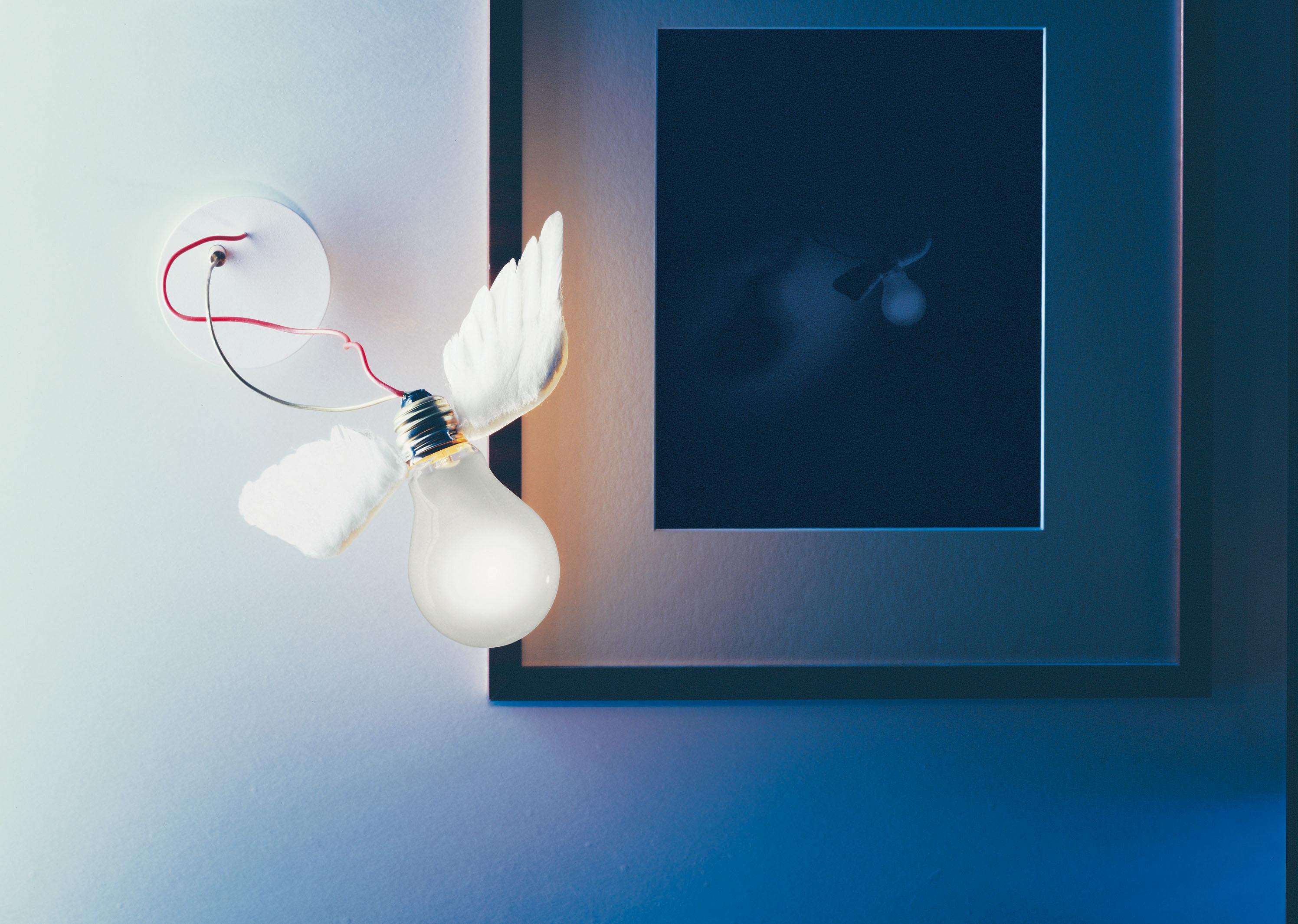 applique lucellino nt blanc c ble rouge ingo maurer. Black Bedroom Furniture Sets. Home Design Ideas