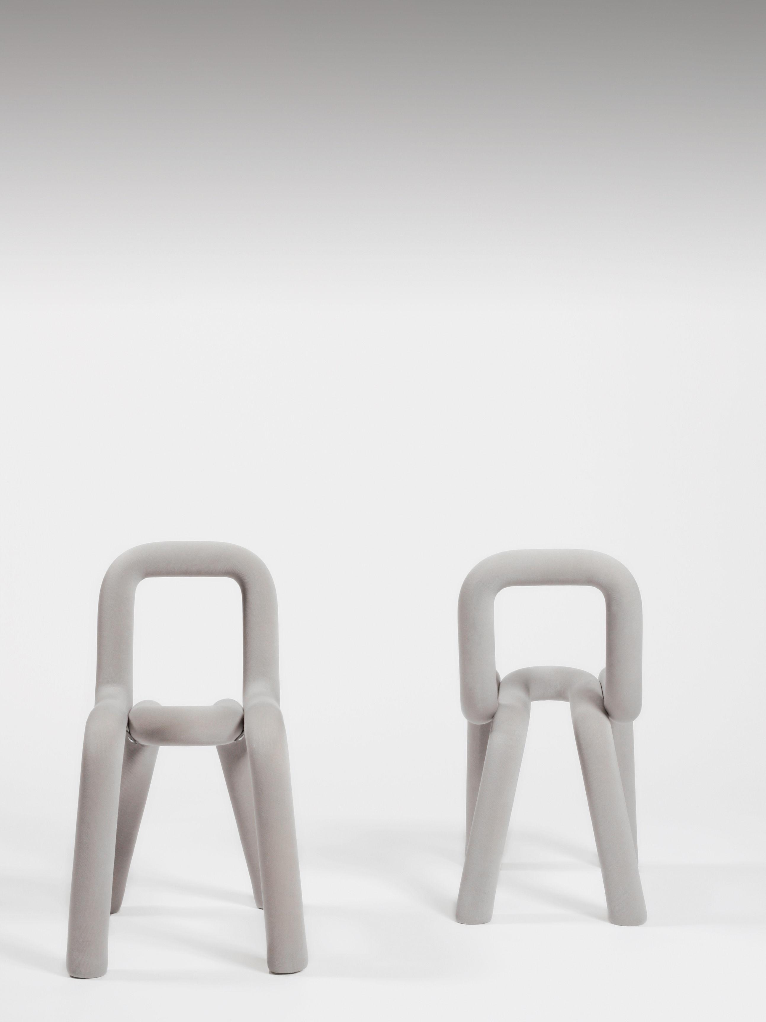 Housse de chaise pour chaise bold gris clair moustache for Housse de chaise design