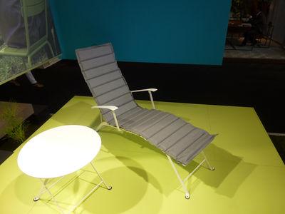 chaise longue bistro piment fermob. Black Bedroom Furniture Sets. Home Design Ideas
