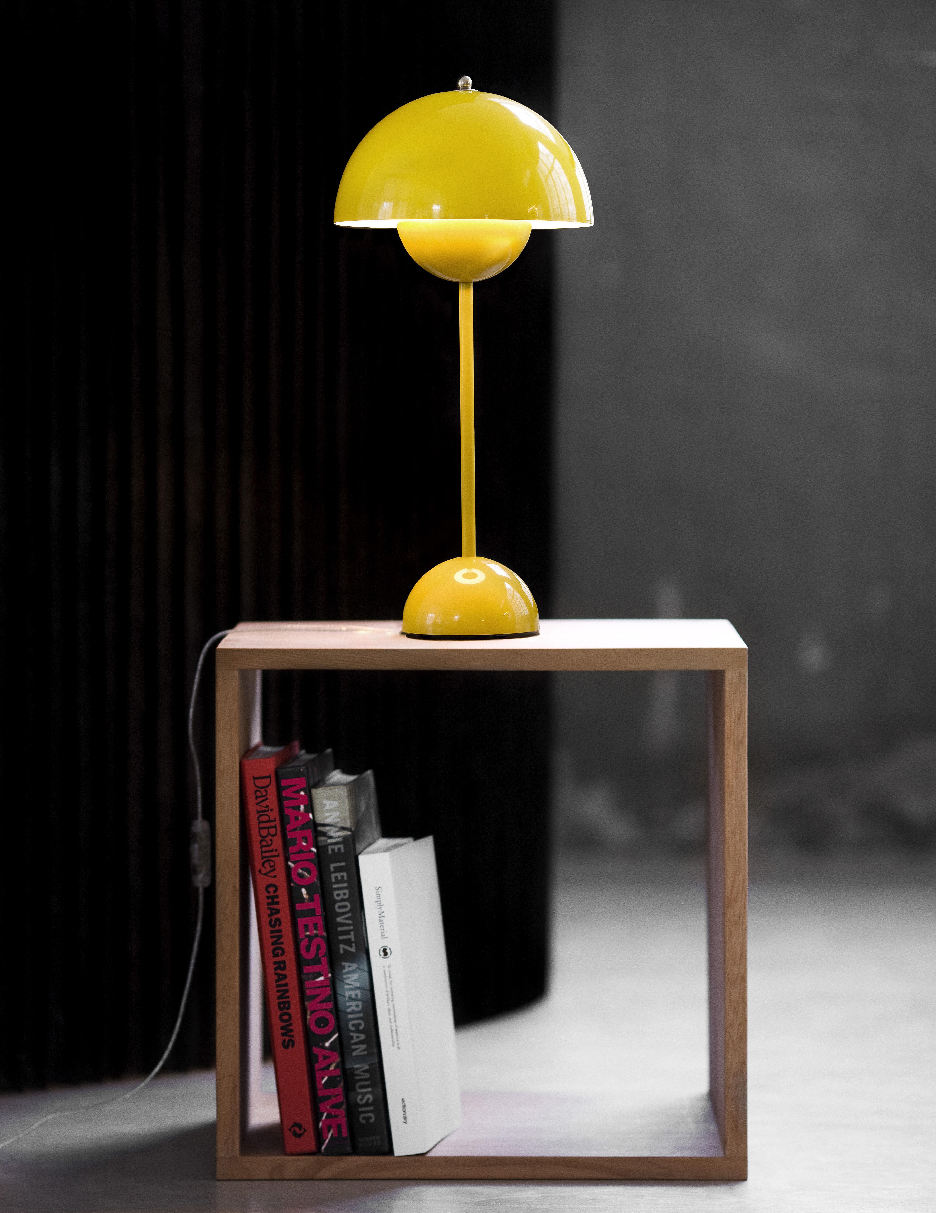 lampe de table flowerpot vp3 h 49 cm jaune and tradition. Black Bedroom Furniture Sets. Home Design Ideas