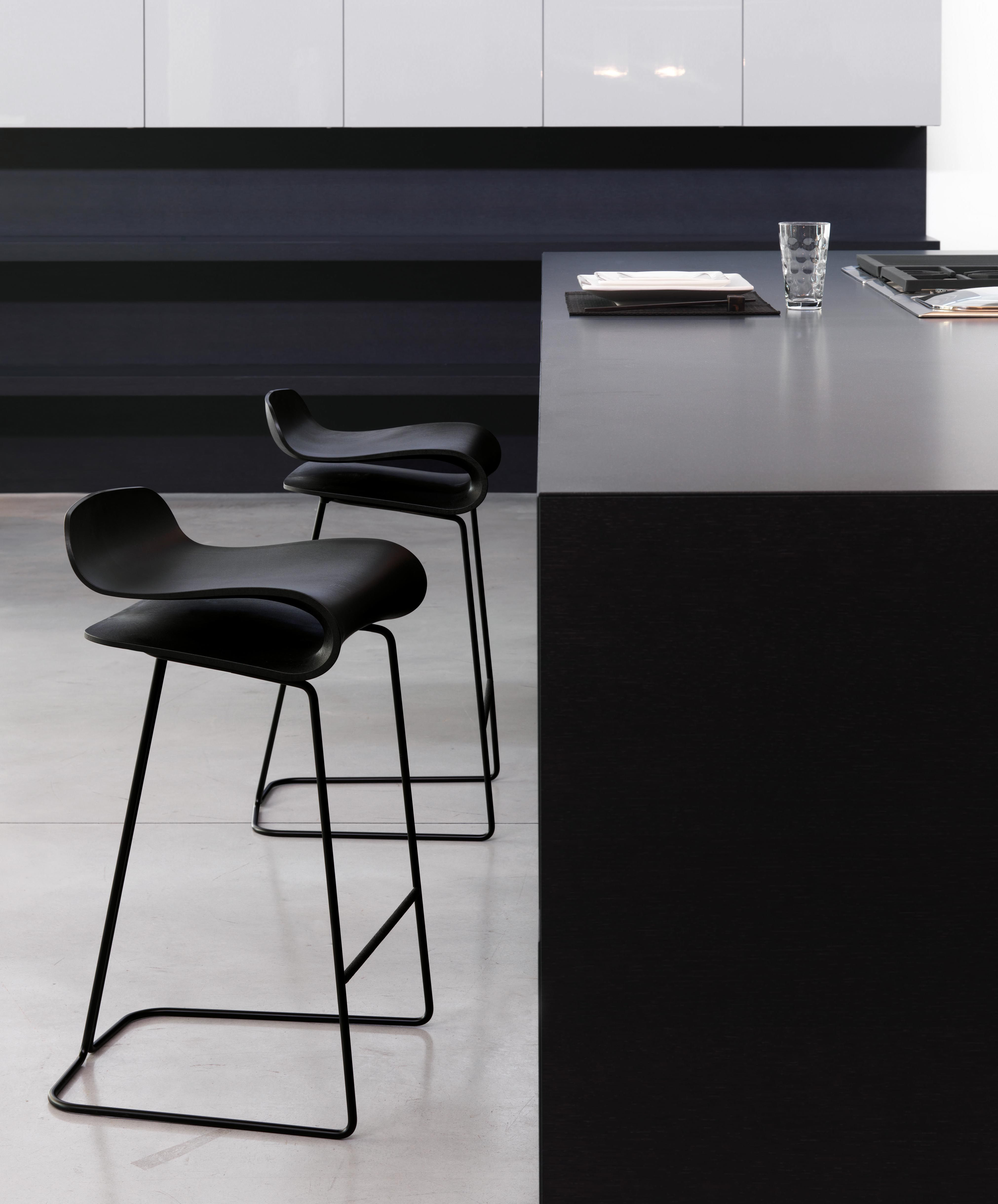 tabouret de bar bcn h 76 cm noir pied chrom kristalia. Black Bedroom Furniture Sets. Home Design Ideas