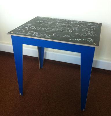 table enfant kidiki plateau ardoise ardoise noire pieds bleus kirigami design. Black Bedroom Furniture Sets. Home Design Ideas
