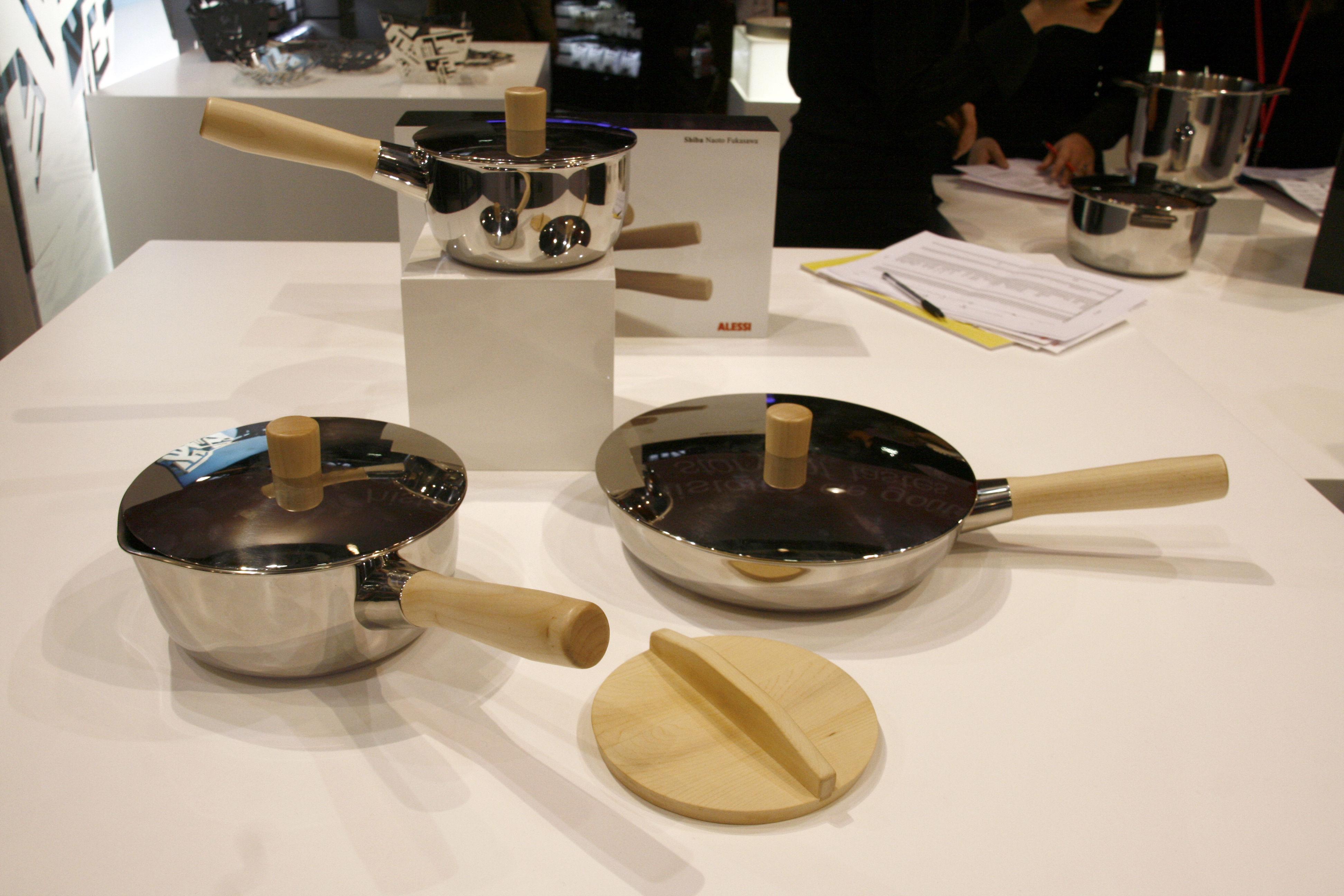 Casserole shiba 15 cm avec couvercle 15 cm acier brillant bois naturel alessi for Porte couvercle casserole