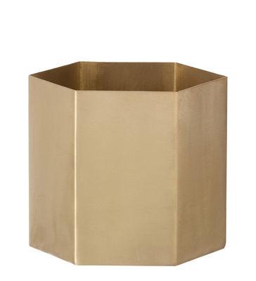 Accessoires - Accessoires bureau - Pot de fleurs Hexagon Large / Ø 13.5 cm x H 12 cm - Ferm Living - Doré - Laiton
