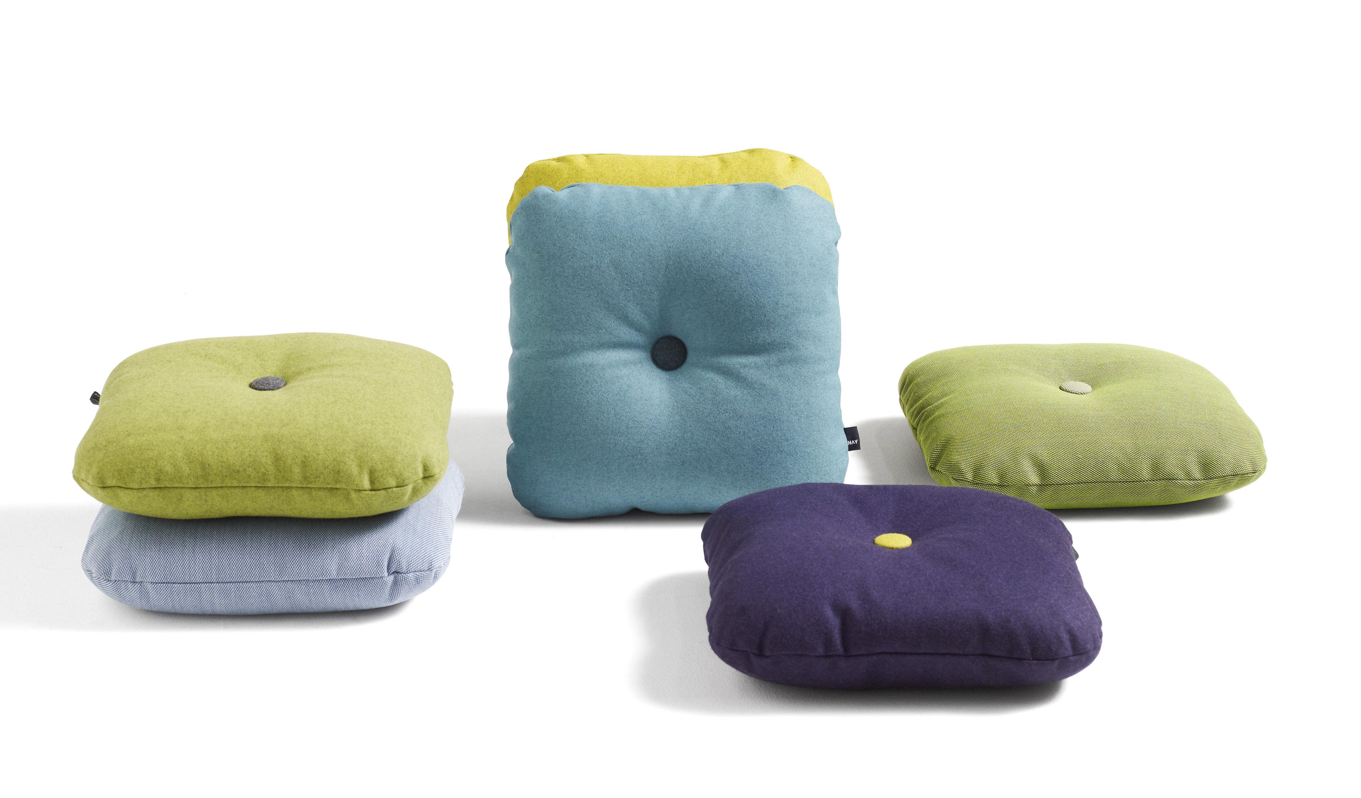 coussin dot divina 50 x 50 cm vert d 39 eau boutons vert fonc jaun hay. Black Bedroom Furniture Sets. Home Design Ideas