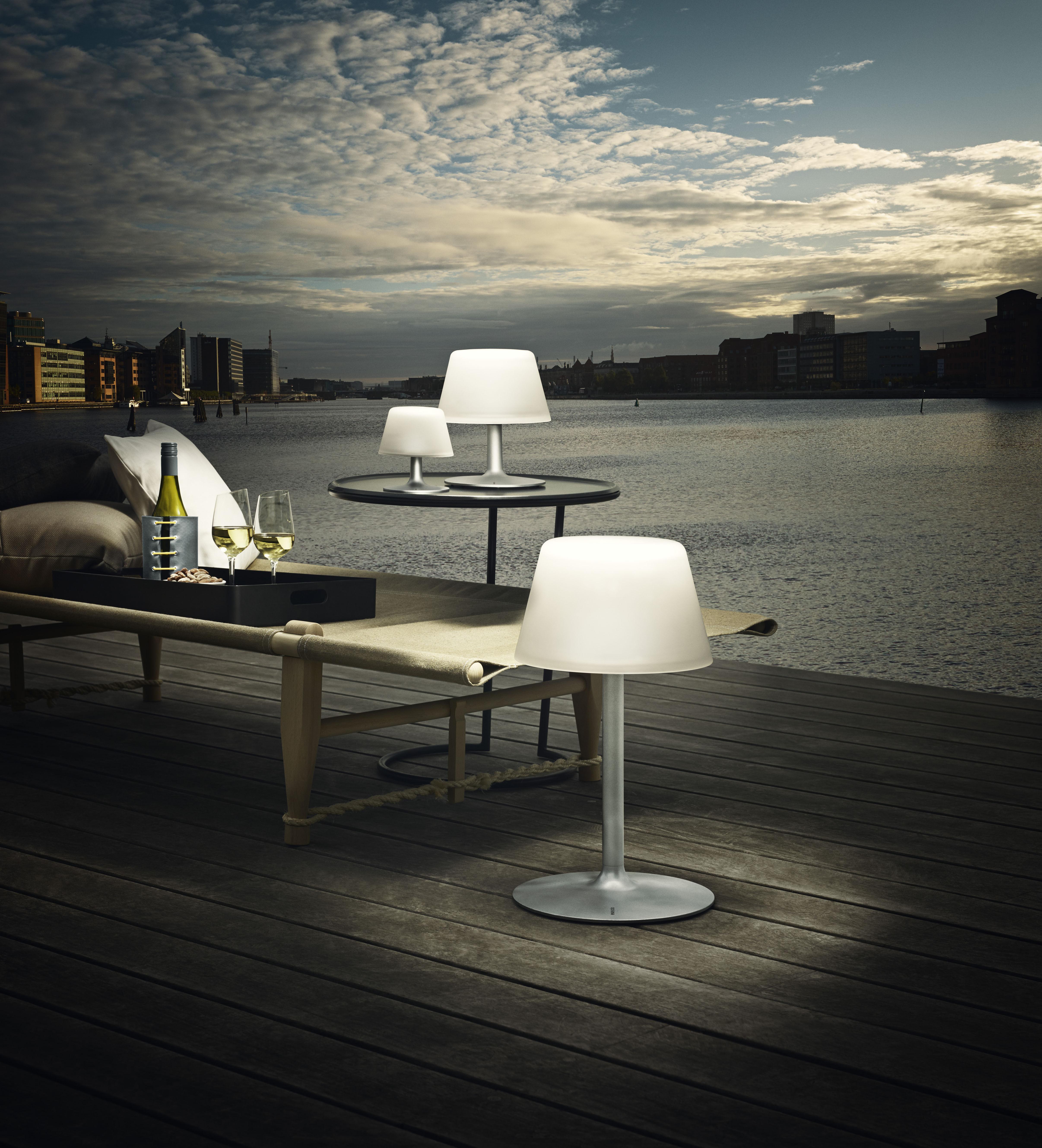 Scopri lampada da tavolo sunlight energia solare senza fili bianco piede alluminio di - Lampada da tavolo senza fili ...