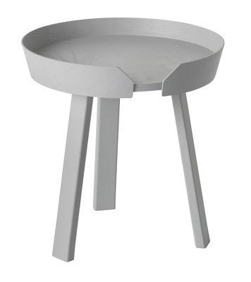 Tavolino Around - Small Ø 45 x A 46 cm di Muuto - Grigio - Legno