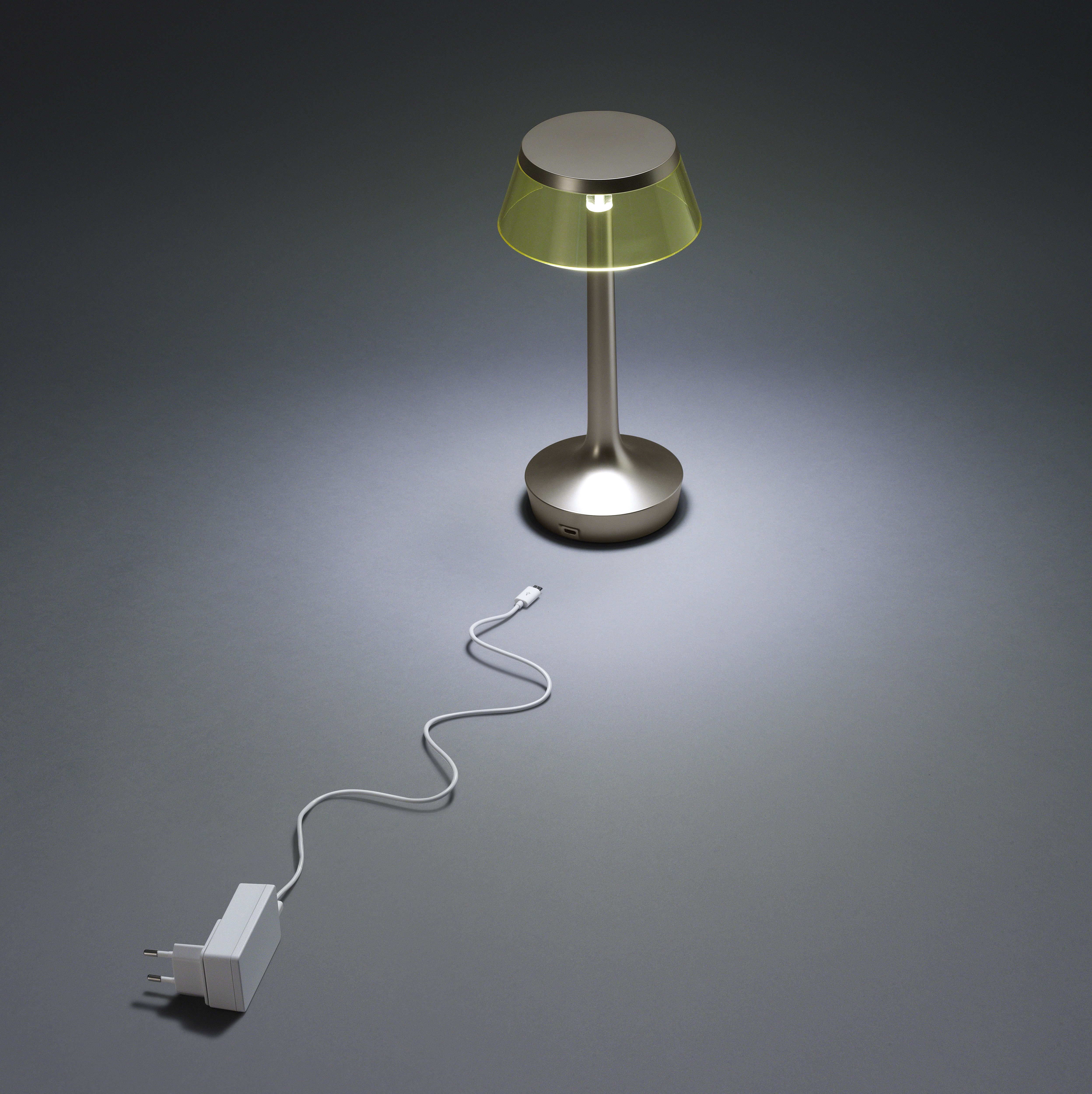 bon jour unplugged led mit micro usb ladekabel flos. Black Bedroom Furniture Sets. Home Design Ideas