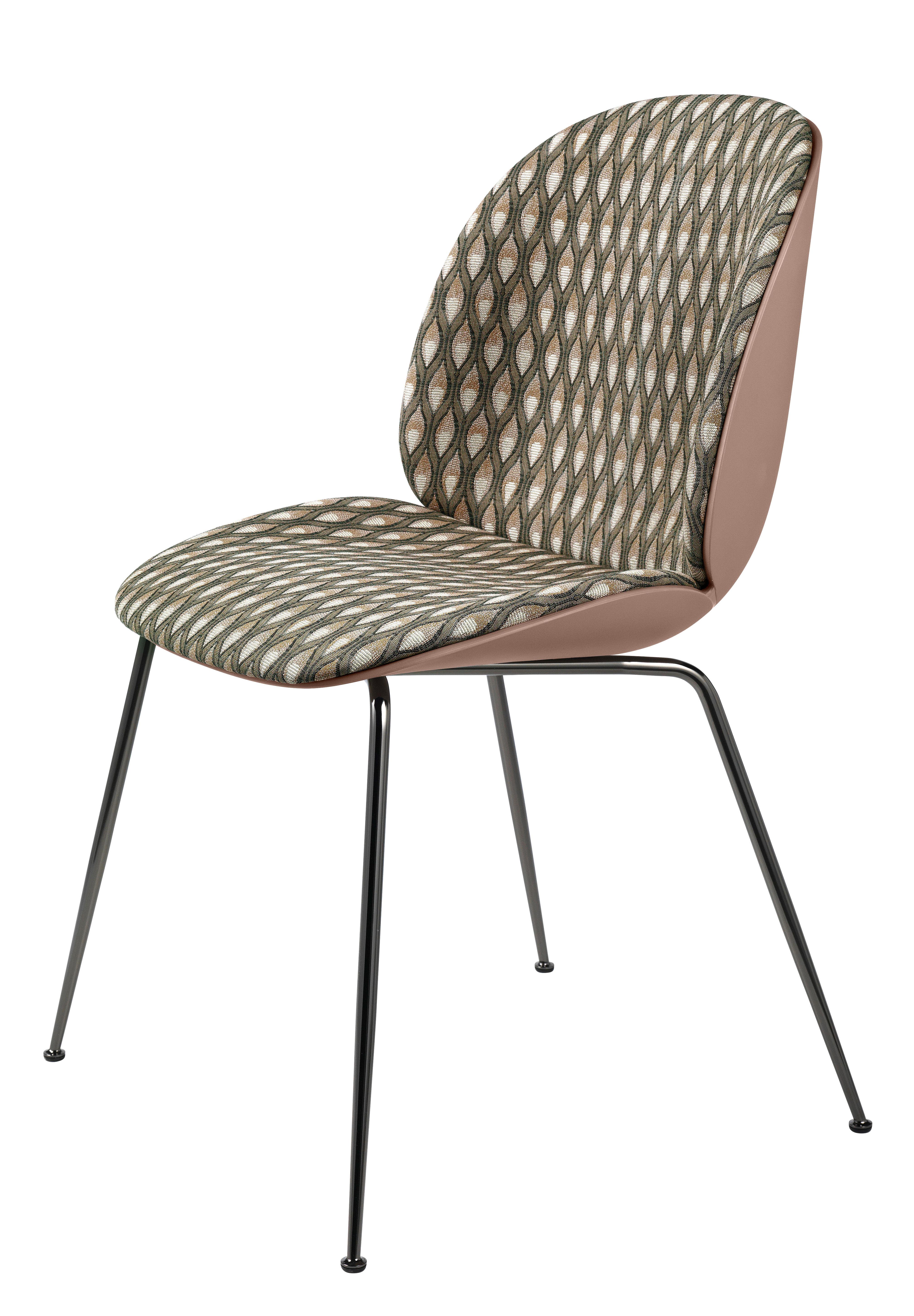 chaise rembourr e beetle gamfratesi plastique tissu beige rose pieds acier noir gubi. Black Bedroom Furniture Sets. Home Design Ideas