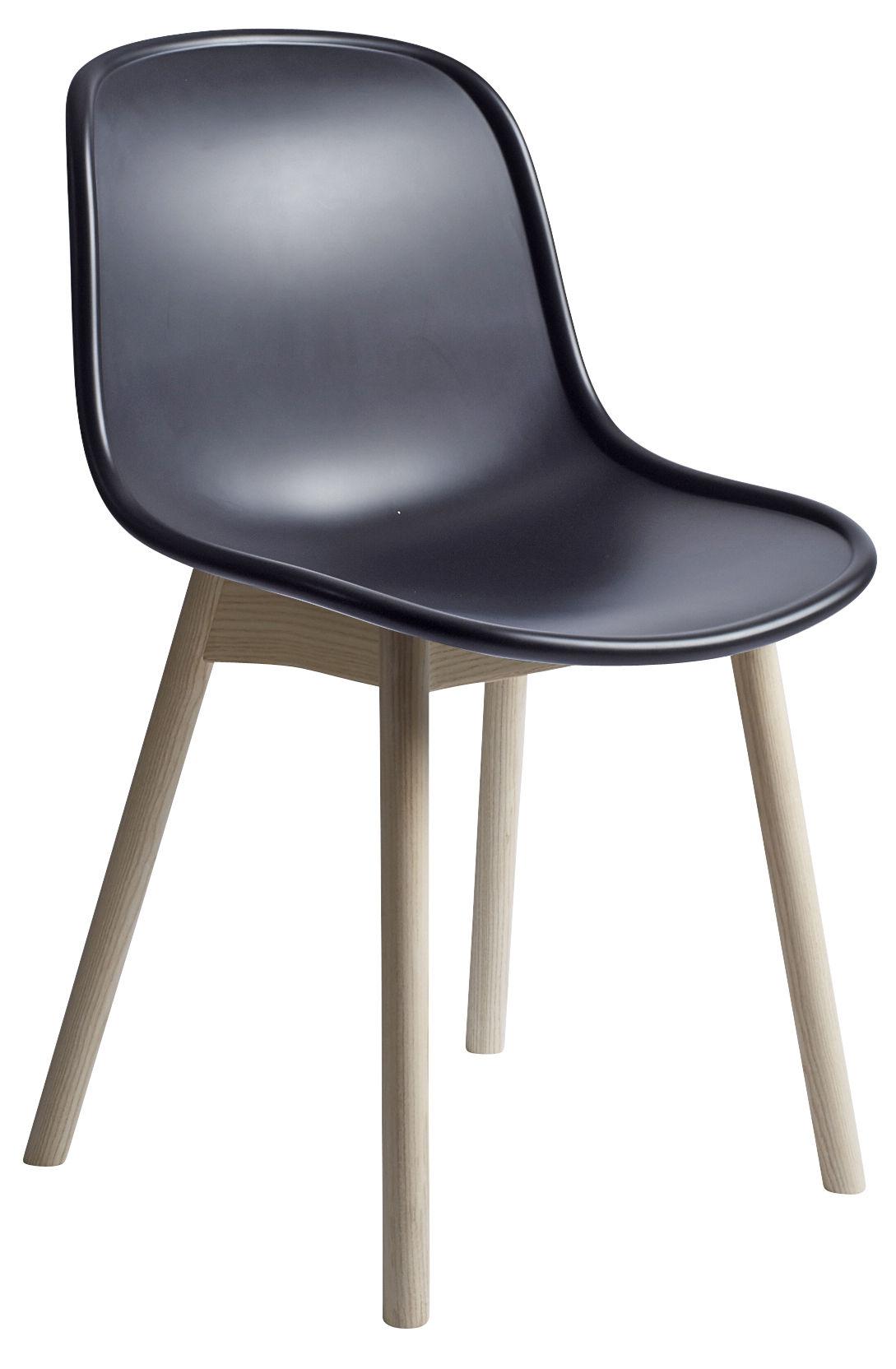 Chaise neu plastique pieds bois noir pieds bois hay for Chaise noir pied bois
