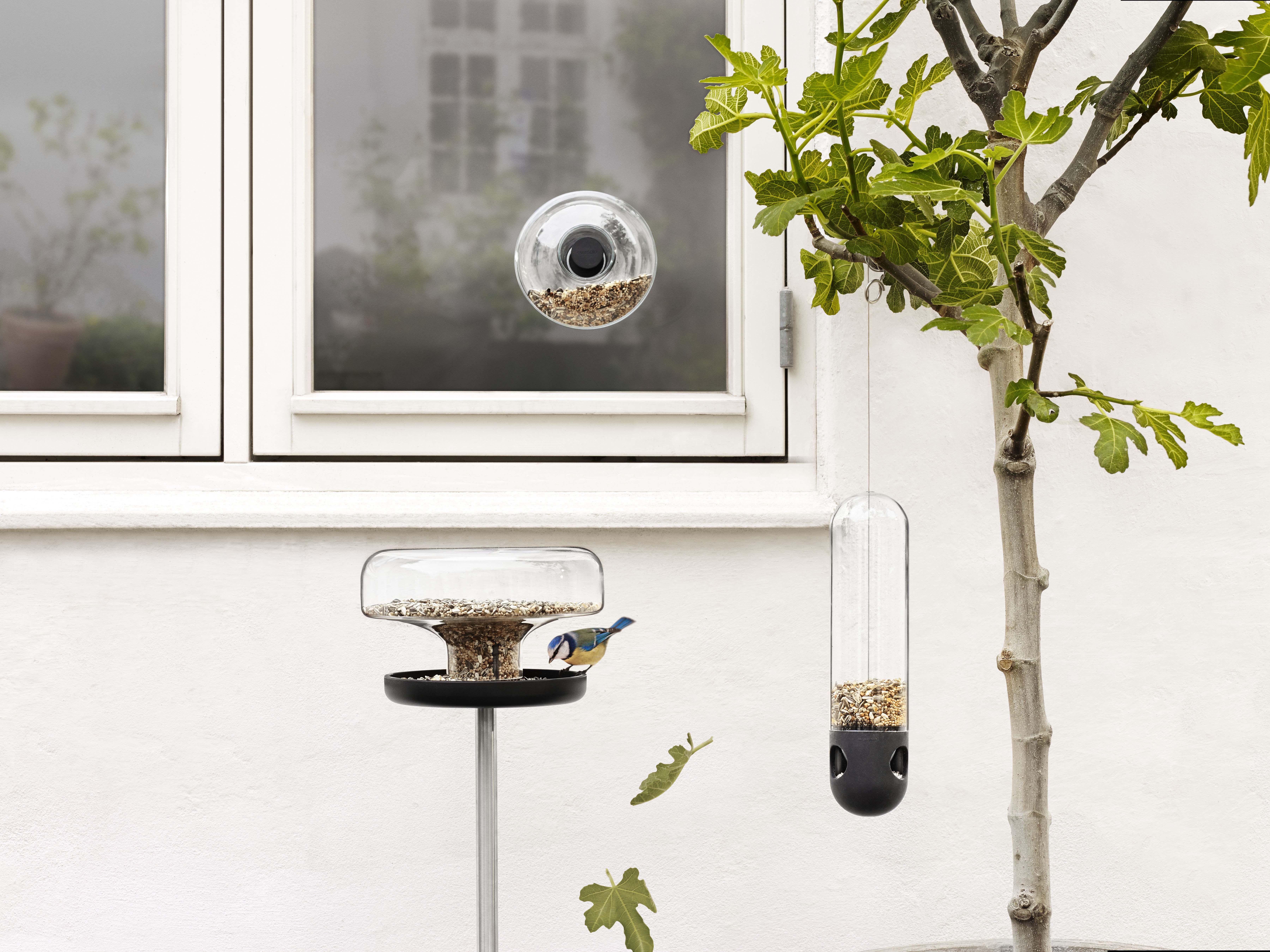 in r hrenform zur wandbefestigung eva solo futterstelle f r v gel. Black Bedroom Furniture Sets. Home Design Ideas