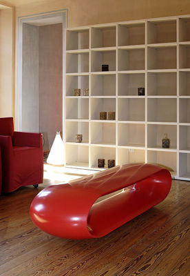 Loop bench lacquered version laqued white by serralunga for Serralunga furniture